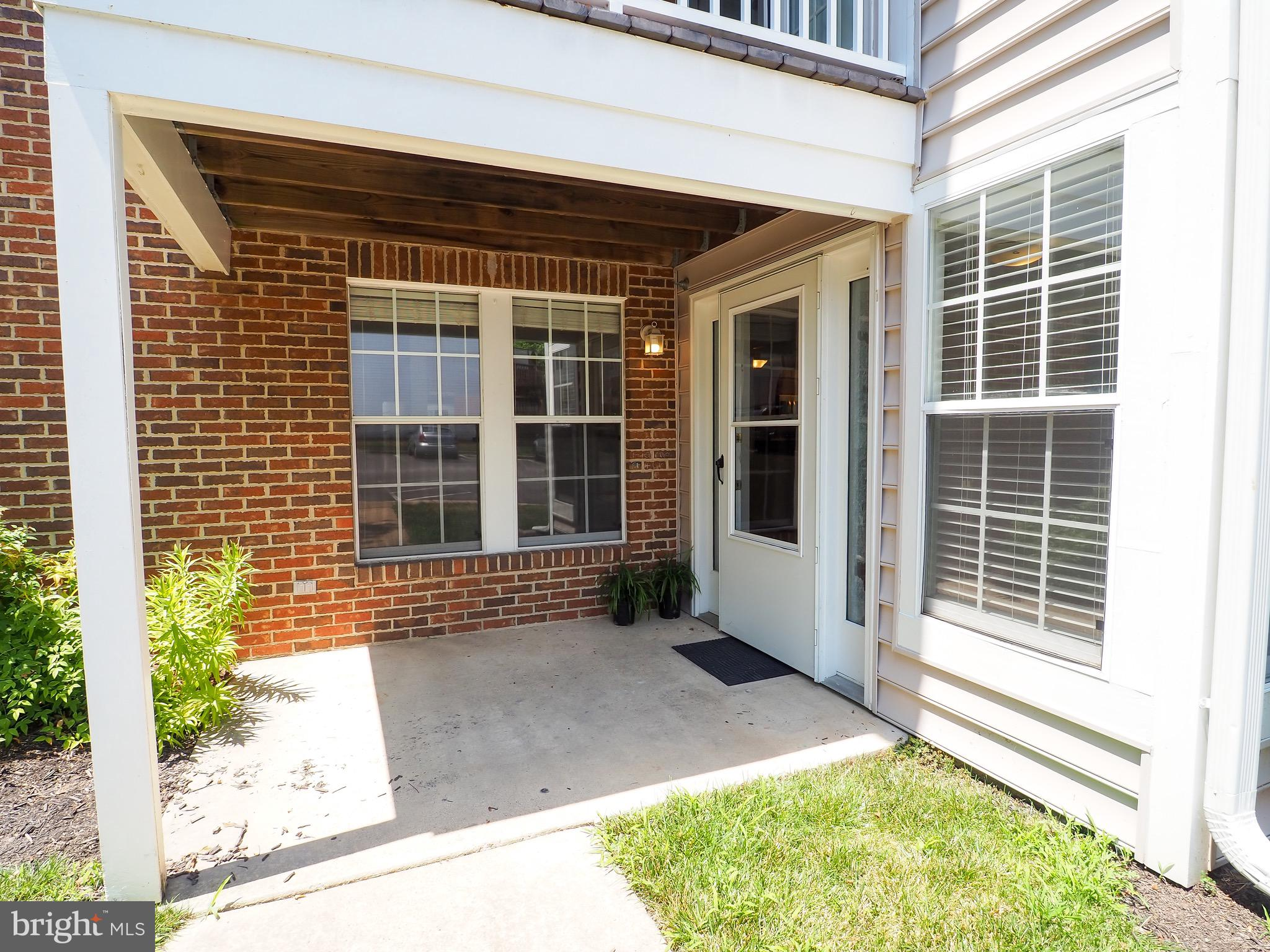 Welcome home! This sun-filled, updated 2 bedroom, 2 bathroom condo awaits a new owner.  New granite countertops, new smart fridge, new microwave, new paint, and new carpet just installed.  Complete with a ground level entrance with a front porch, dining room, living room, and oversized laundry room.   Within walking distance to shopping and restaurants at Dillingham Square, and just around the corner from one of the many Marinas that Lake Ridge has to offer. Won't last long!