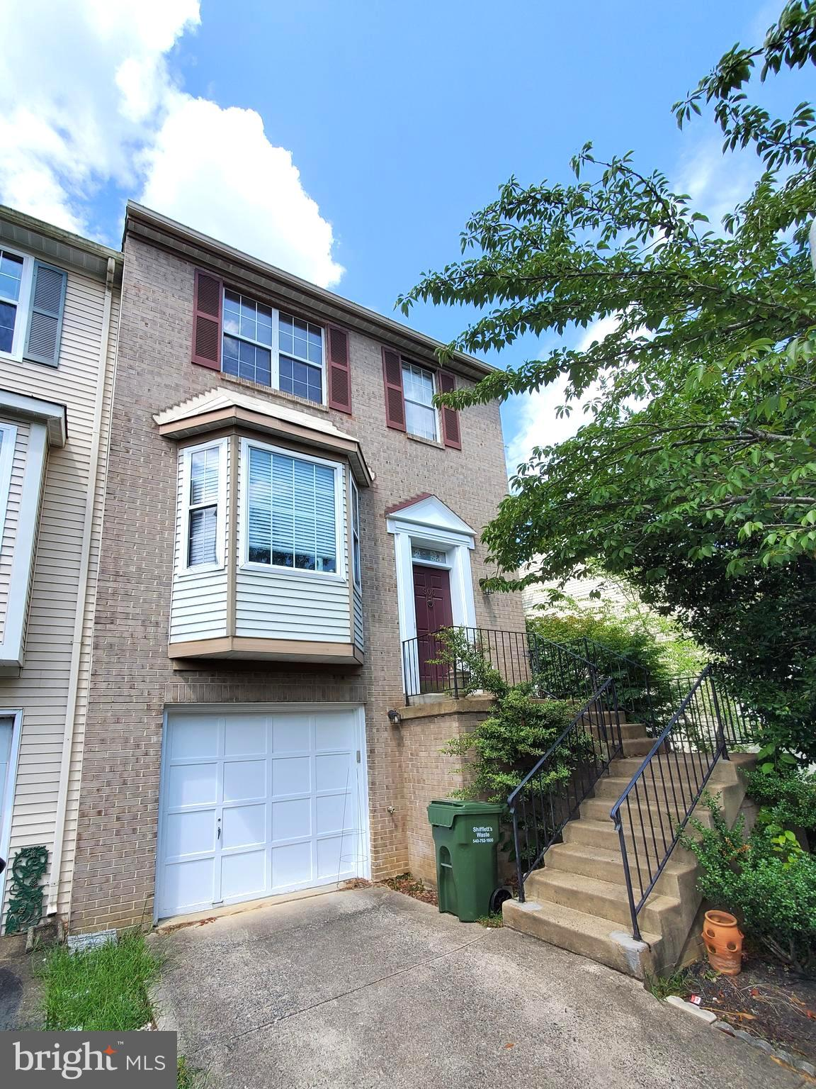 Welcome home to this beautiful 3 story end unit town home in Stafford county! This stunning home fea