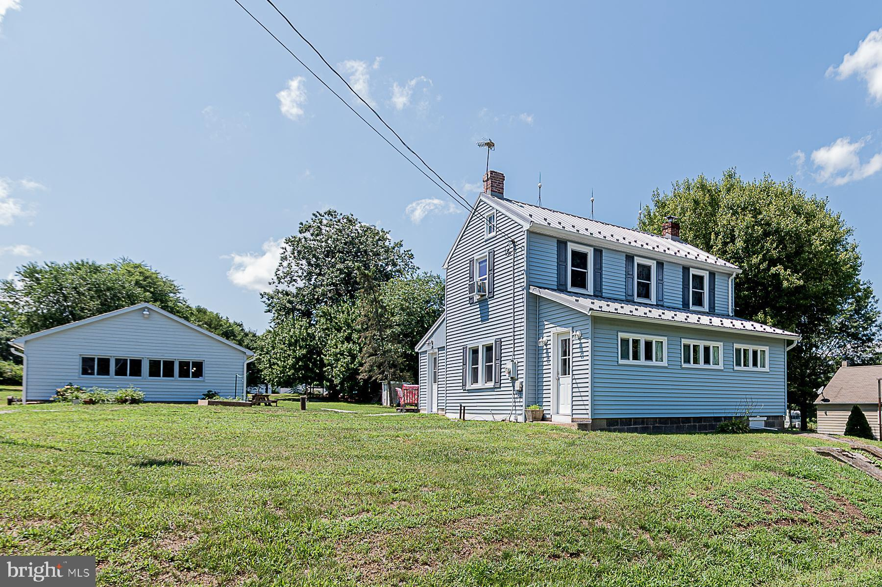 Cute Home with lots of fun for everyone.  3 Bedrooms 1 Full bath on a .86 acre lot.  Built in 1900 a