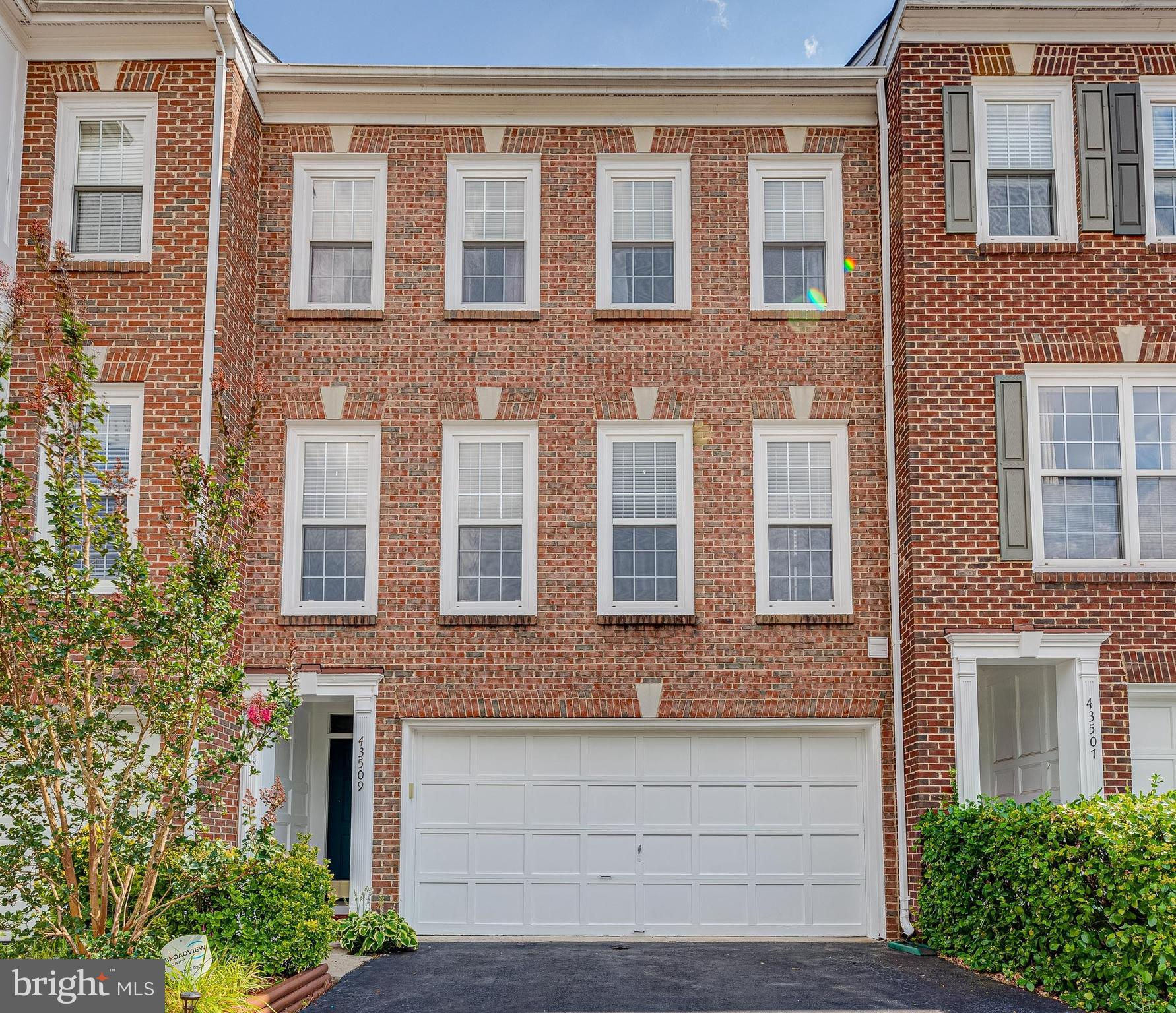 Step into this beautifully maintained multi-level brick townhome in South Riding!  The living room h