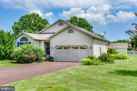 Enjoy gracious one floor living in this spacious contemporary home located in Swann Estates. This li
