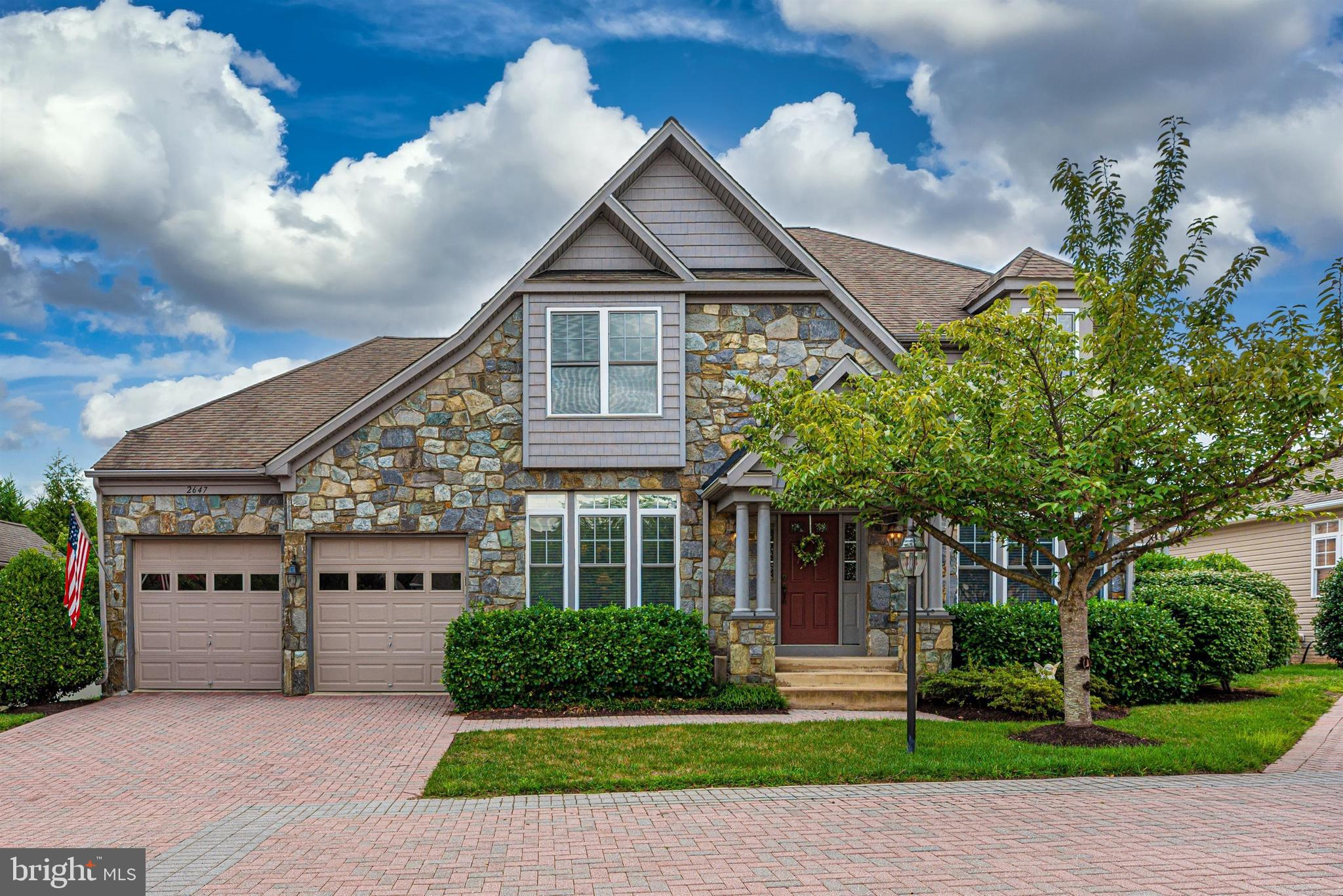 """Welcome home to this lovely """"Waterford"""" model in sought-after Mill Island at Worman's Mill. This sta"""