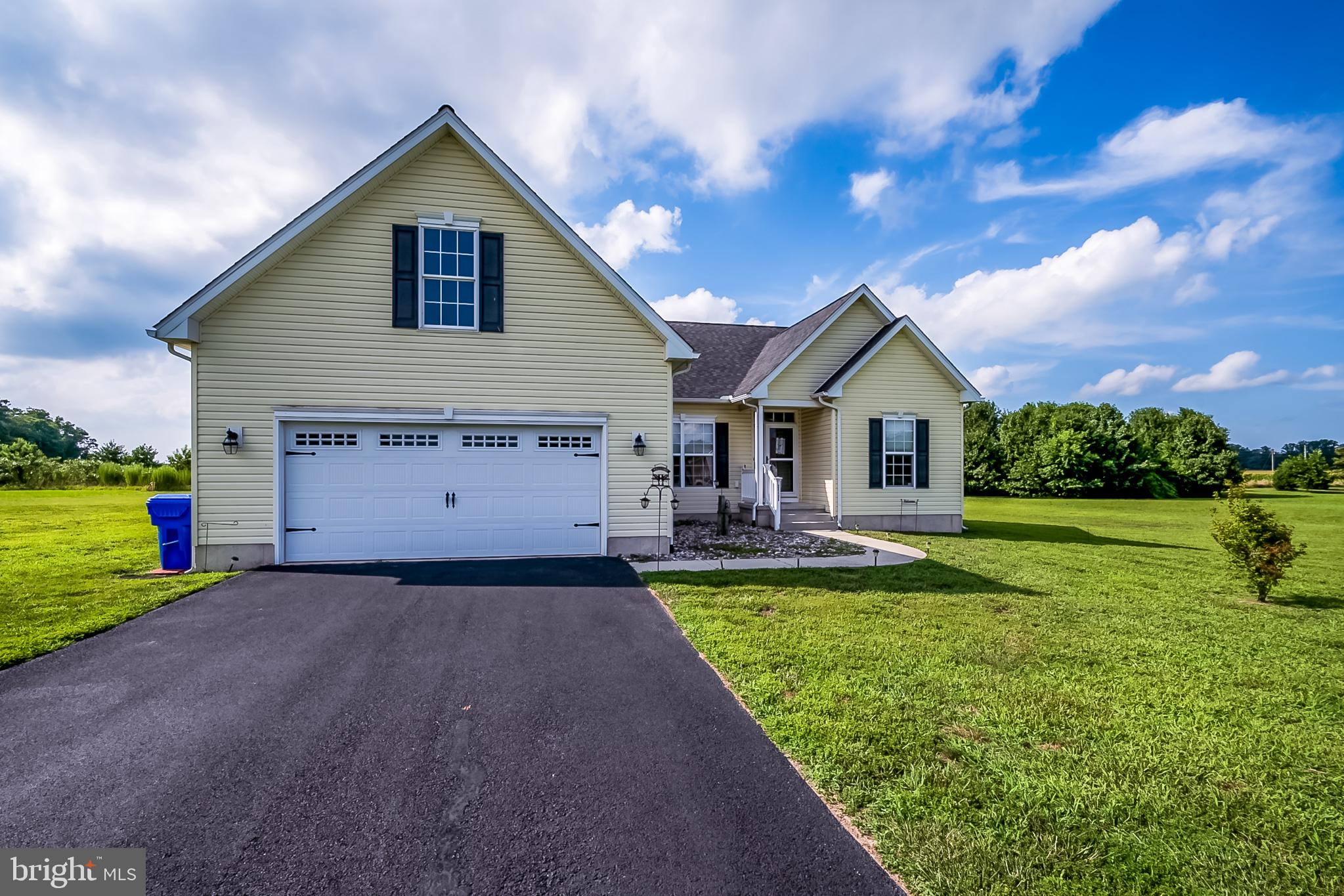 Beautifully maintained open floor plan ranch home in Cedar Ridge! As you enter the welcoming hardwoo
