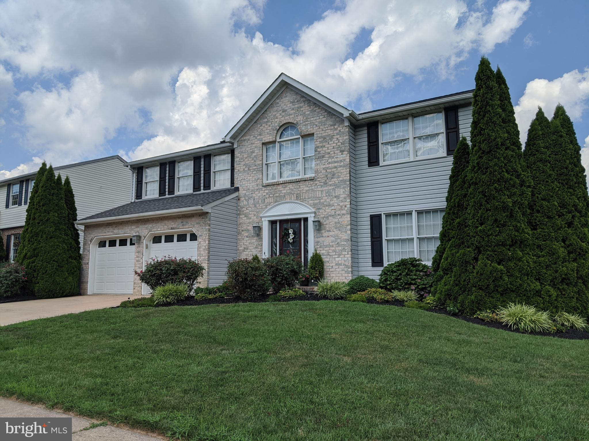 Professional decor, impeccable maintenance and desirable neighborhood make this home a gem!! Upon en