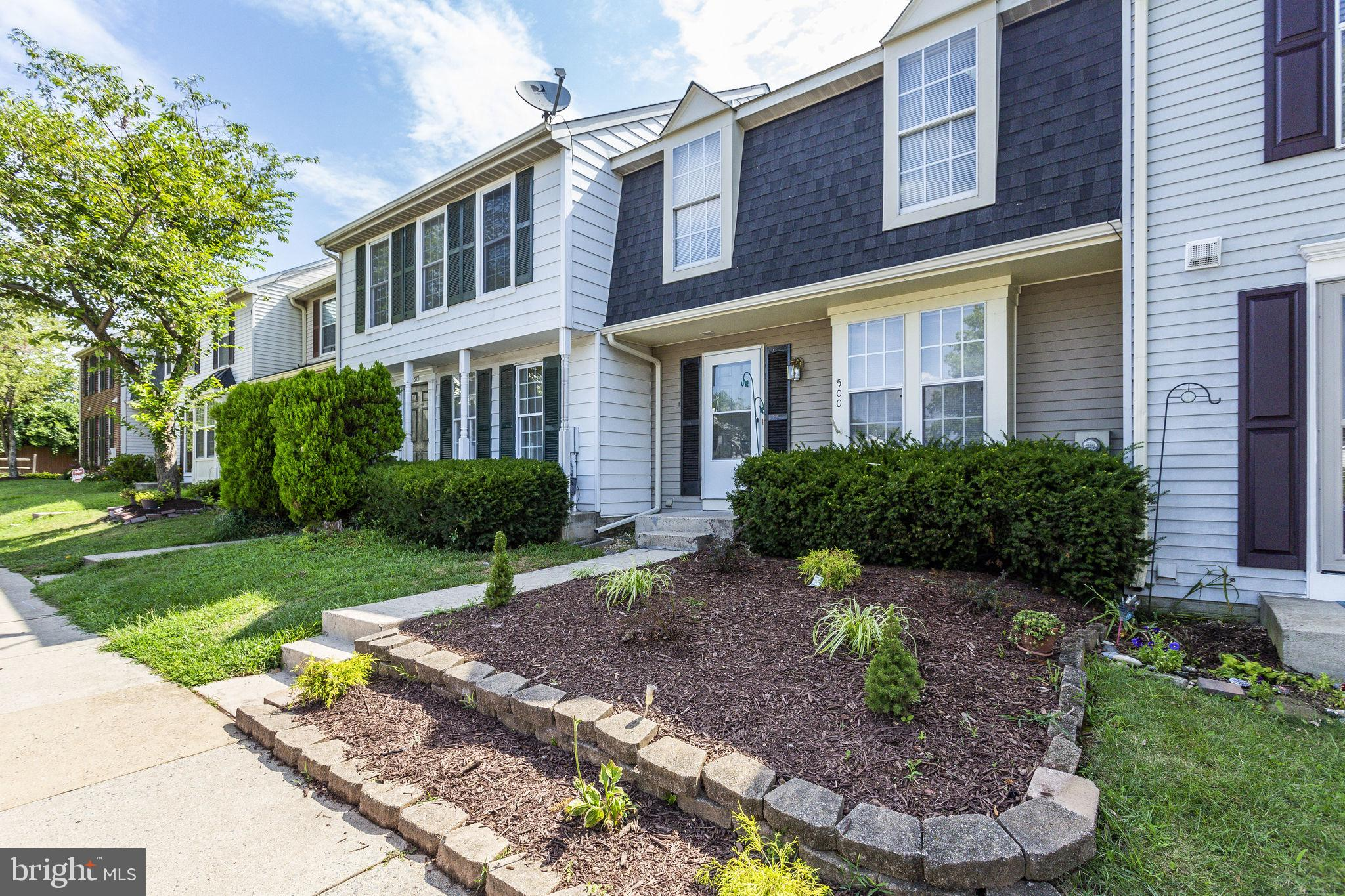 """Open house Saturday 11 AM-1 PM; this one will go FAST! Town home is in """"A"""" move-in condition; new ro"""