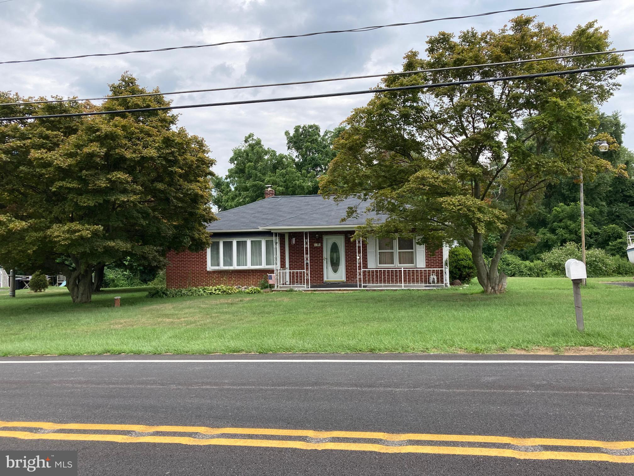 This 3BR, 1 bath brick rancher is close to 95. Close to Susquehanna State Park. Peaceful country liv