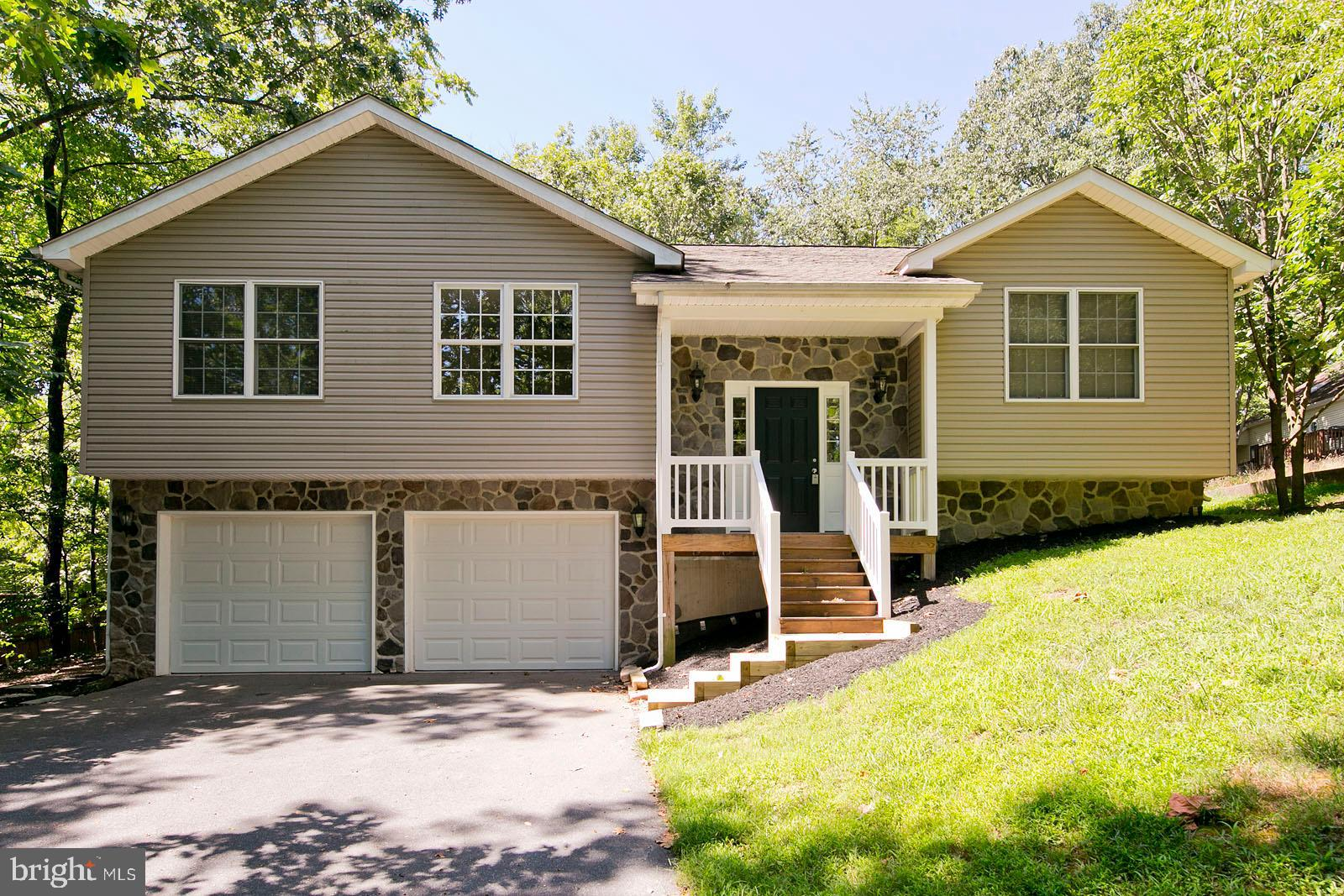 BEAUTIFUL SPLIT FOYER IN LAKE COMMUNITY!  THIS WELL MAINTAINED HOME FEATURES  A LARGE OPEN FOYER, HA