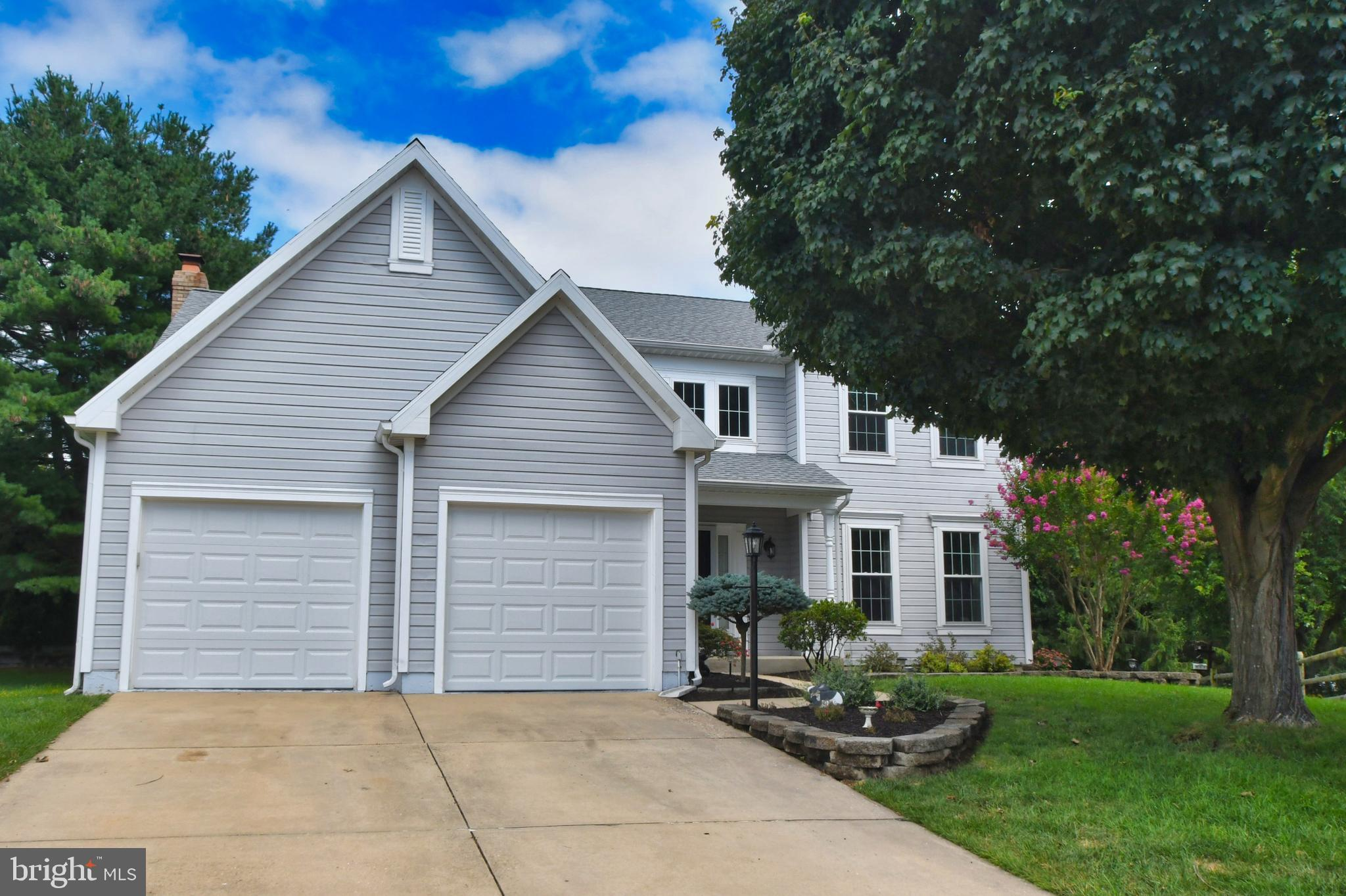Welcome to 408 Golden Oaks Court in the popular Country Walk community! This beautiful 4 bedroom, 2