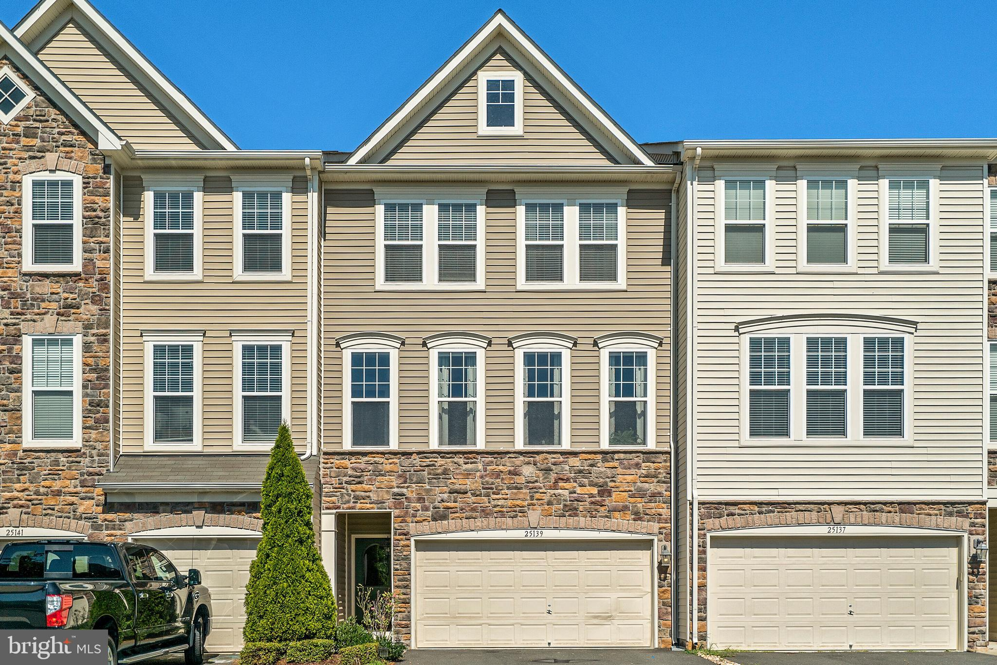 THIS WONDERFUL TOWNHOUSE IN A GREAT COMMUNITY NEEDS A NEW OWNER.  EVERYTHING YOU ARE LOOKING FOR- 2