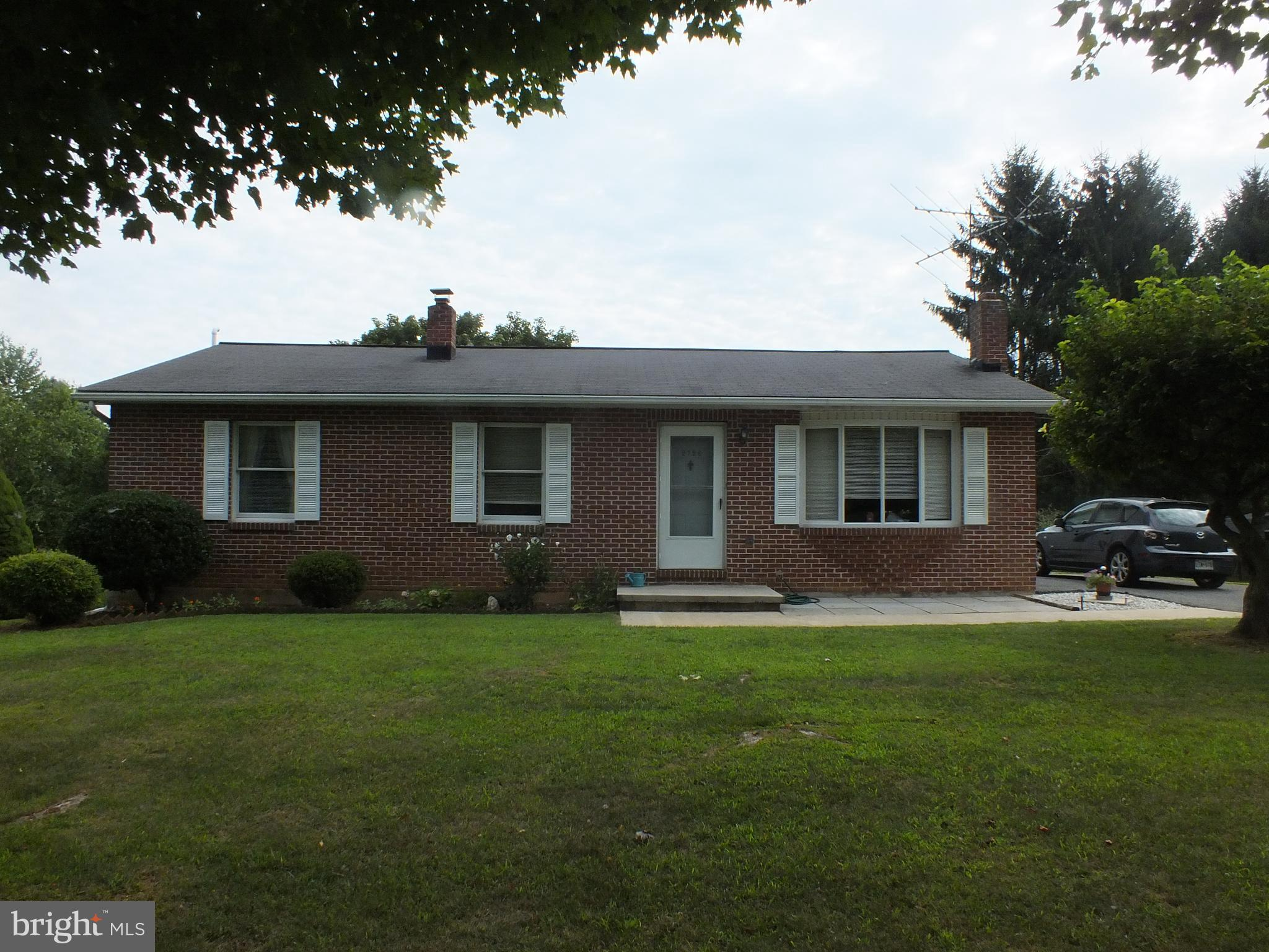 MUST SEE THIS LOVELY ,SPACIOUS  RANCHER!  BEAUTIFULLY MAINTAINED IN AND OUT.   MOVE IN CONDITION- Ju