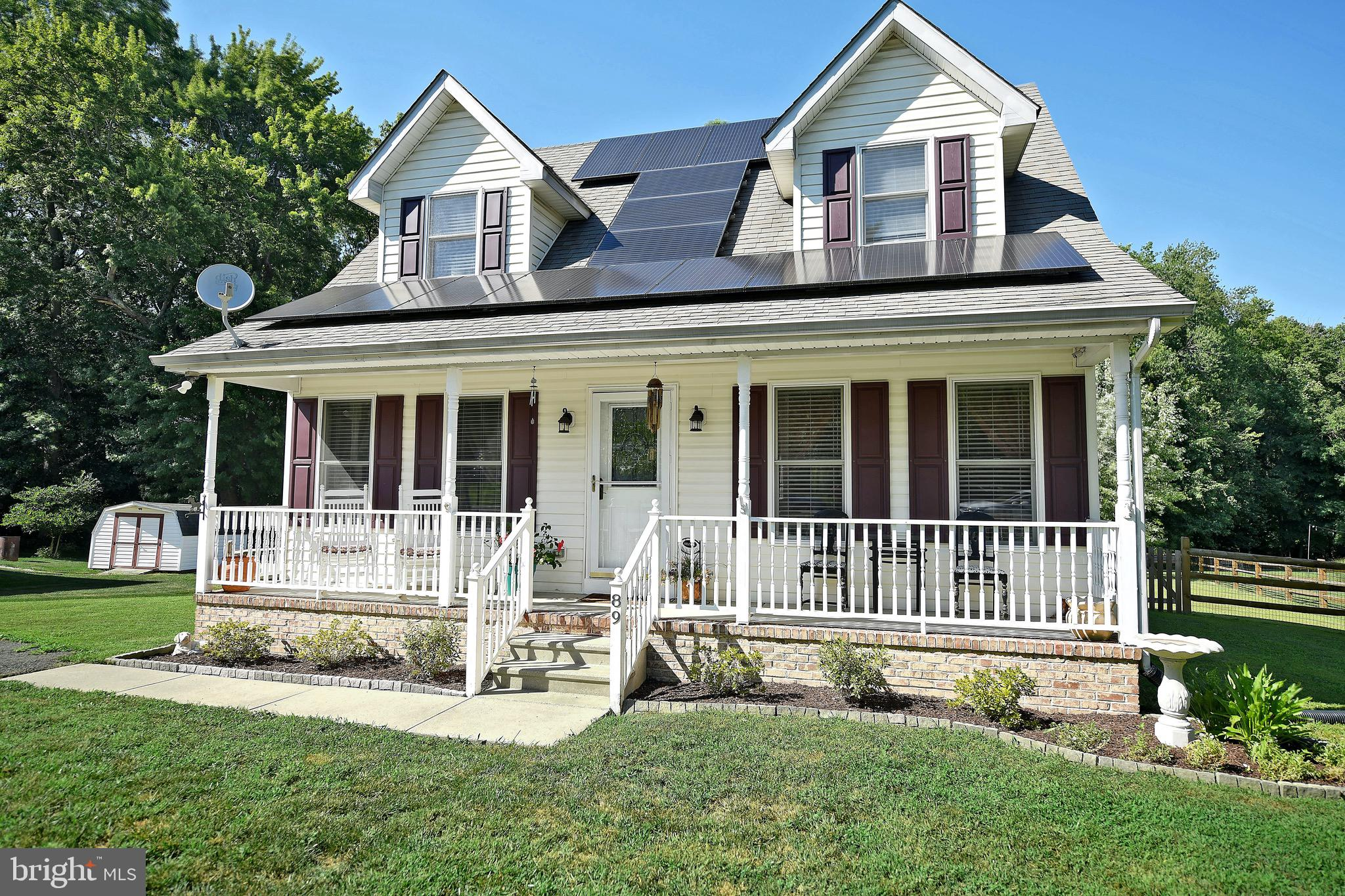 Welcome Home! This well kept single family home is nestled perfectly in the quaint neighborhood of N