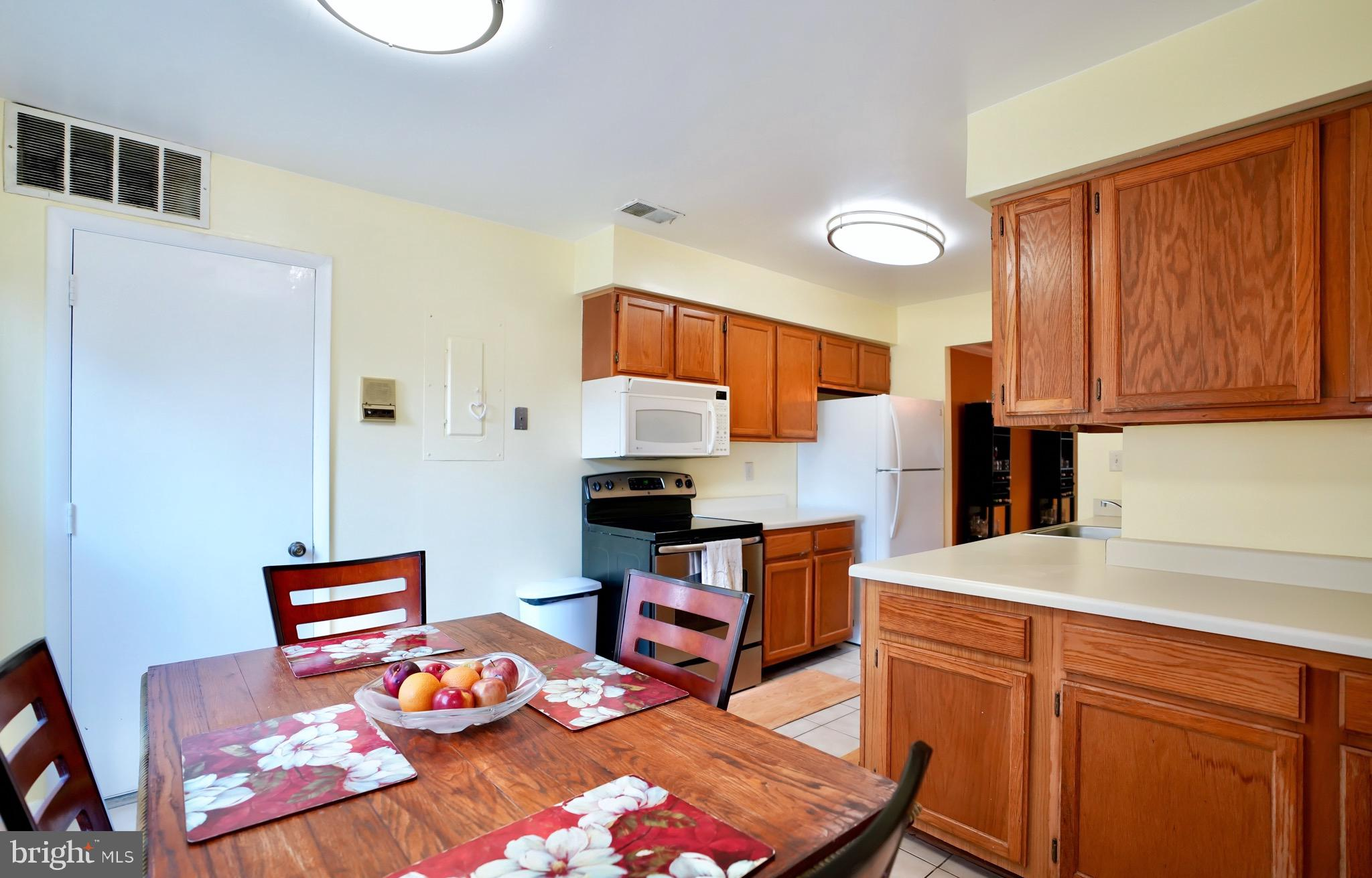 Welcome Home! This Beautiful Lower Level Unit With Open Concept  Provides Immediate Access to the Ou