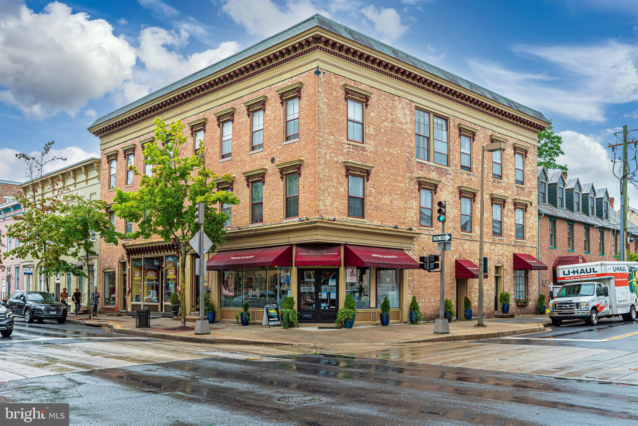 Welcome to 103 South Market street in the heart of Downtown Frederick!This is a charming 1 bedroom a