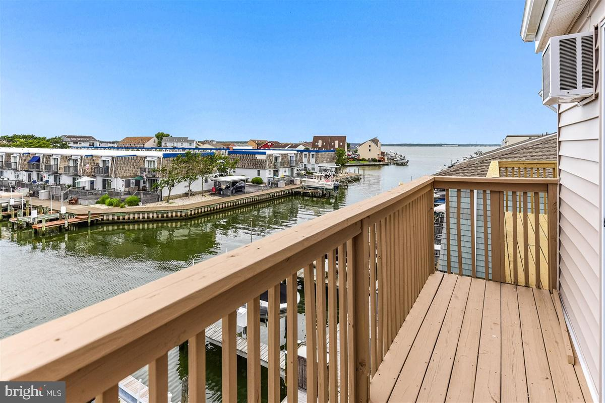 Stunning 3BR/3.5BA townhome with 8,000 lb boat lift hits the market.  Wow, look at all the upgrades!