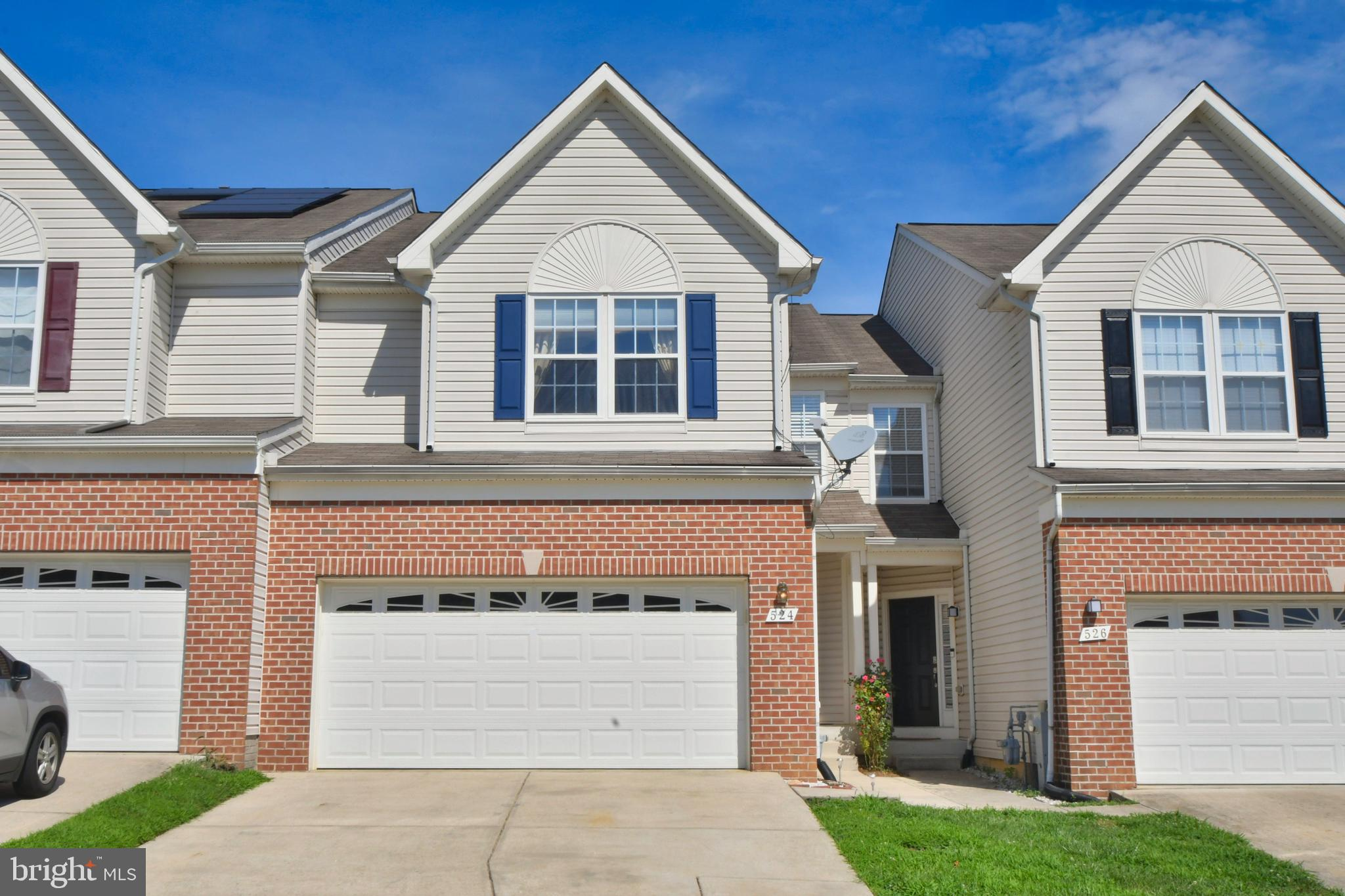 Beautiful well cared for townhouse 4 bedroom 3.5 bath, Hardwood on main level, kitchen with upgraded