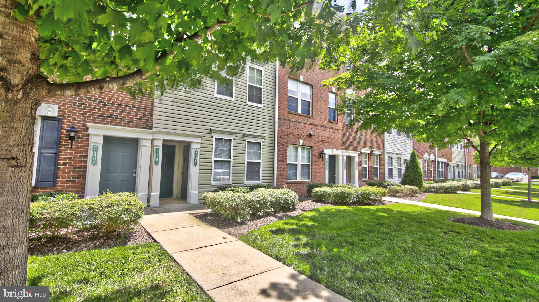 Over 1,400 SQFT, 3 finished levels, Bright open floor plan, spacious rooms, Kitchen level washer and