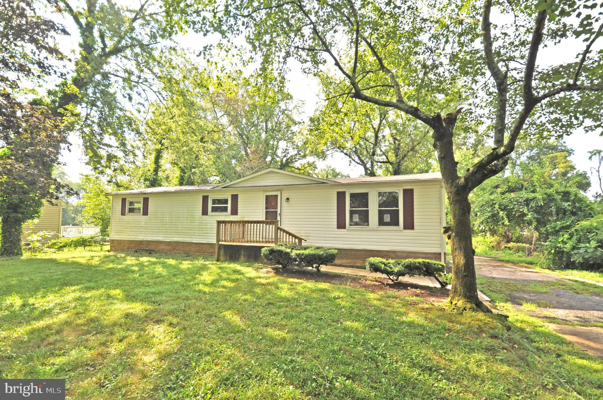Single Family Home located in quiet community. Property features 4 Bedrooms and 2 Full Bathroom. Upd
