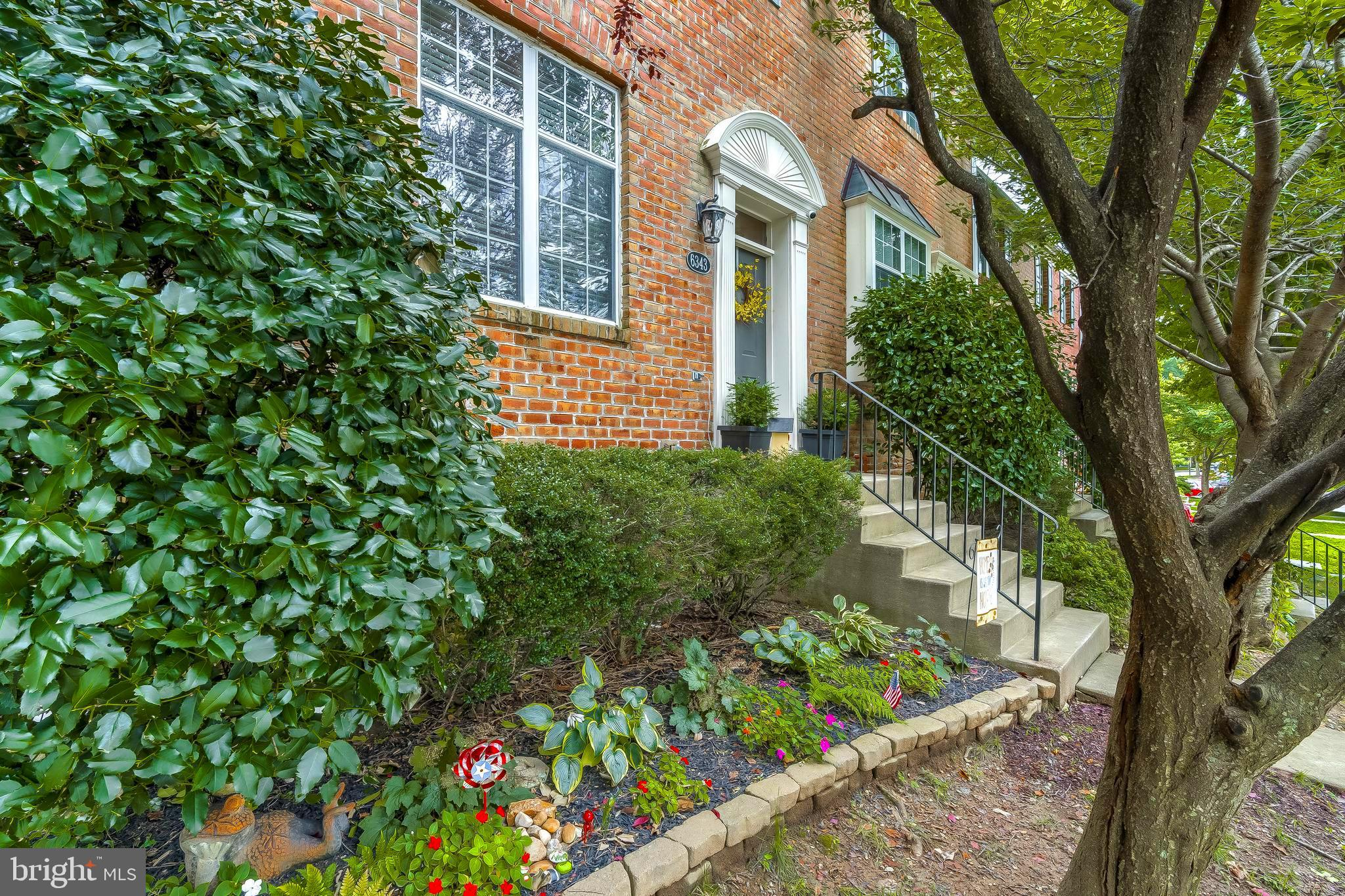 OUTSTANDING END OF GROUP BRICK FRONT TOWN HOME ** BEAUTIFUL VIEW OF WOODED OPEN SPACE ** FENCED YARD