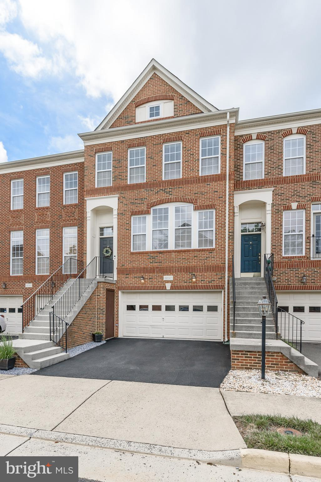 Stunning 2-car garage Cambridge Model Townhome in the Broadlands featuring 3BR, 3.5BA.  Gourmet kitc