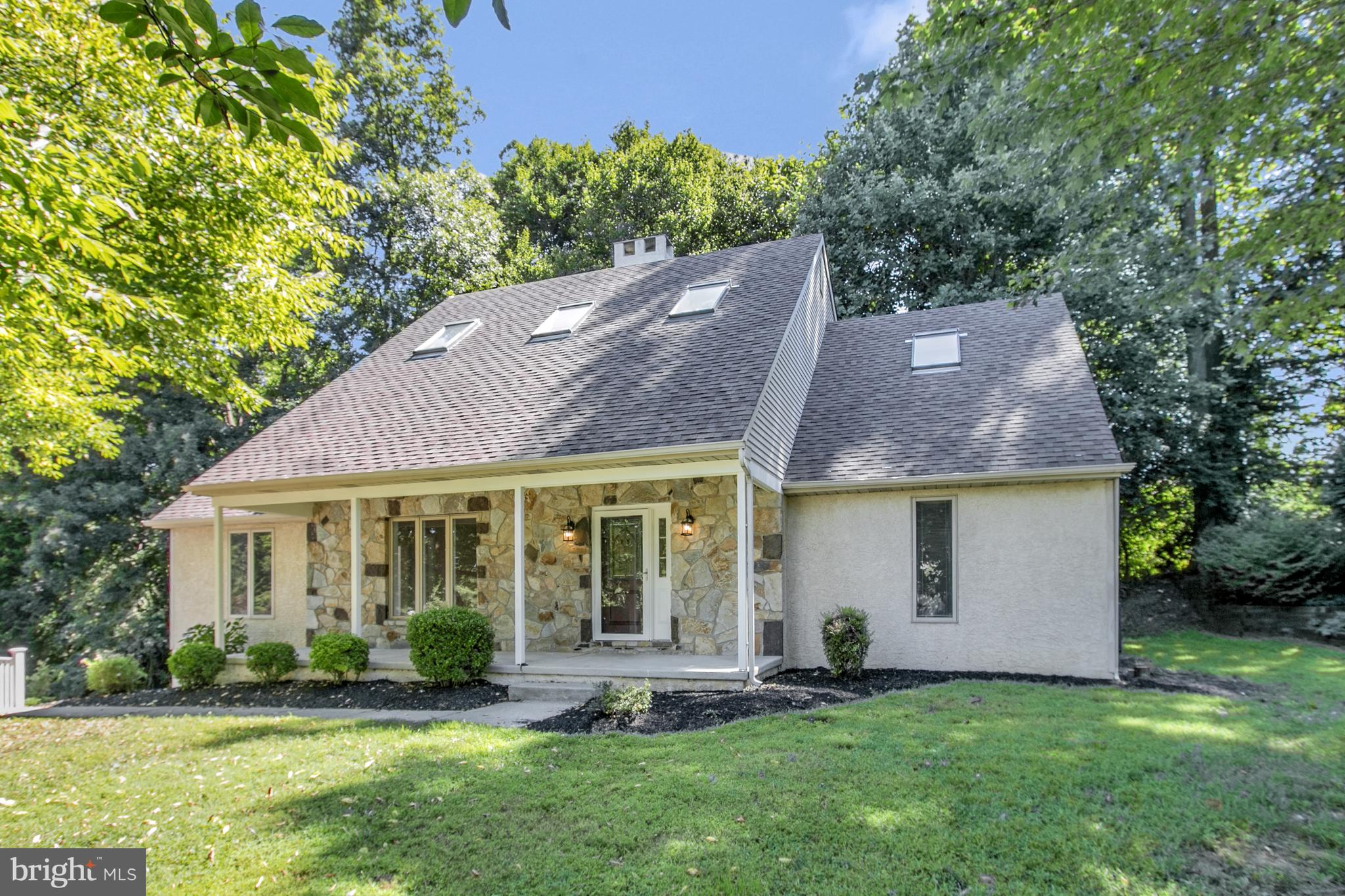 Visit this home virtually: http://www.vht.com/434092449/IDXS - Updated and ready for its new owners!