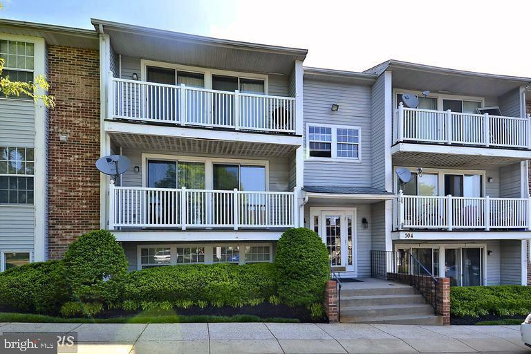 Well maintained and sun lit 2 bedroom unit.  Spacious LR/DR combo with breakfast bar area.  Two spac