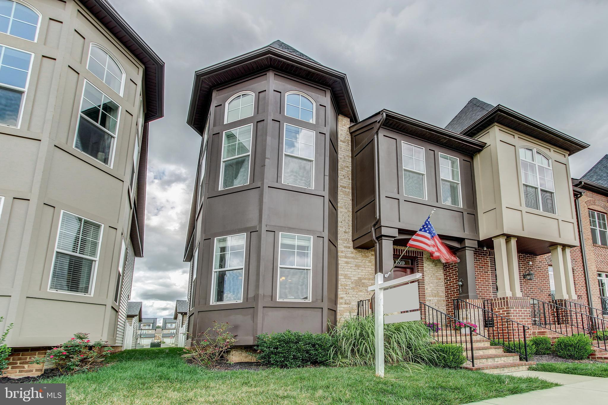 5 Year Young End Unit Wormald Townhome in Eastchurch in Downtown Frederick - all the bells and whist
