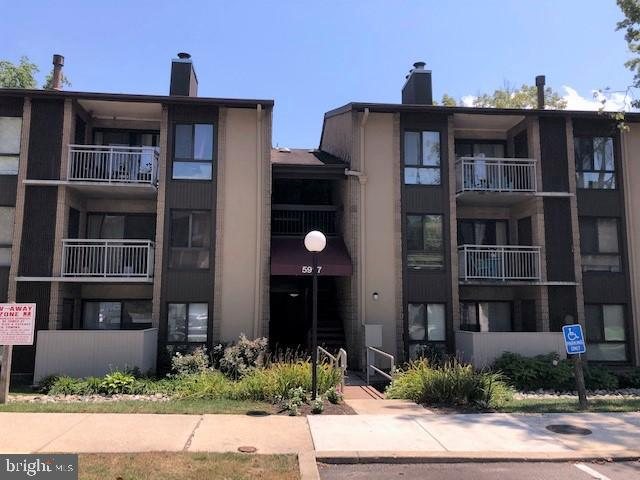 WELCOME TO THIS GREAT 3RD FLOOR CONDO IN TREOVER  SUBDIVISION WITH  NEW CARPET &  PAINT, NEW STAINLE