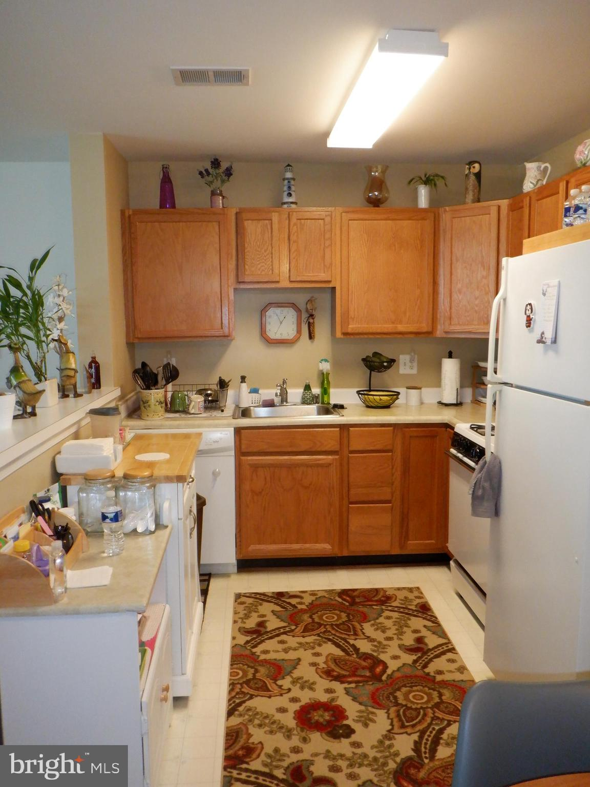 Well maintained, 2 bedroom 2 bath condo on the ground floor. No steps to navigate. Excellent tenant
