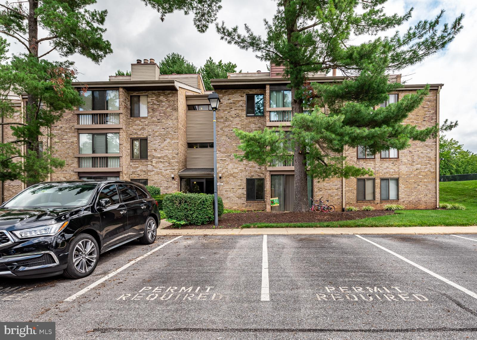 Welcome to Columbia, one of the finest communities in Howard County. This 2-bedroom condo is located