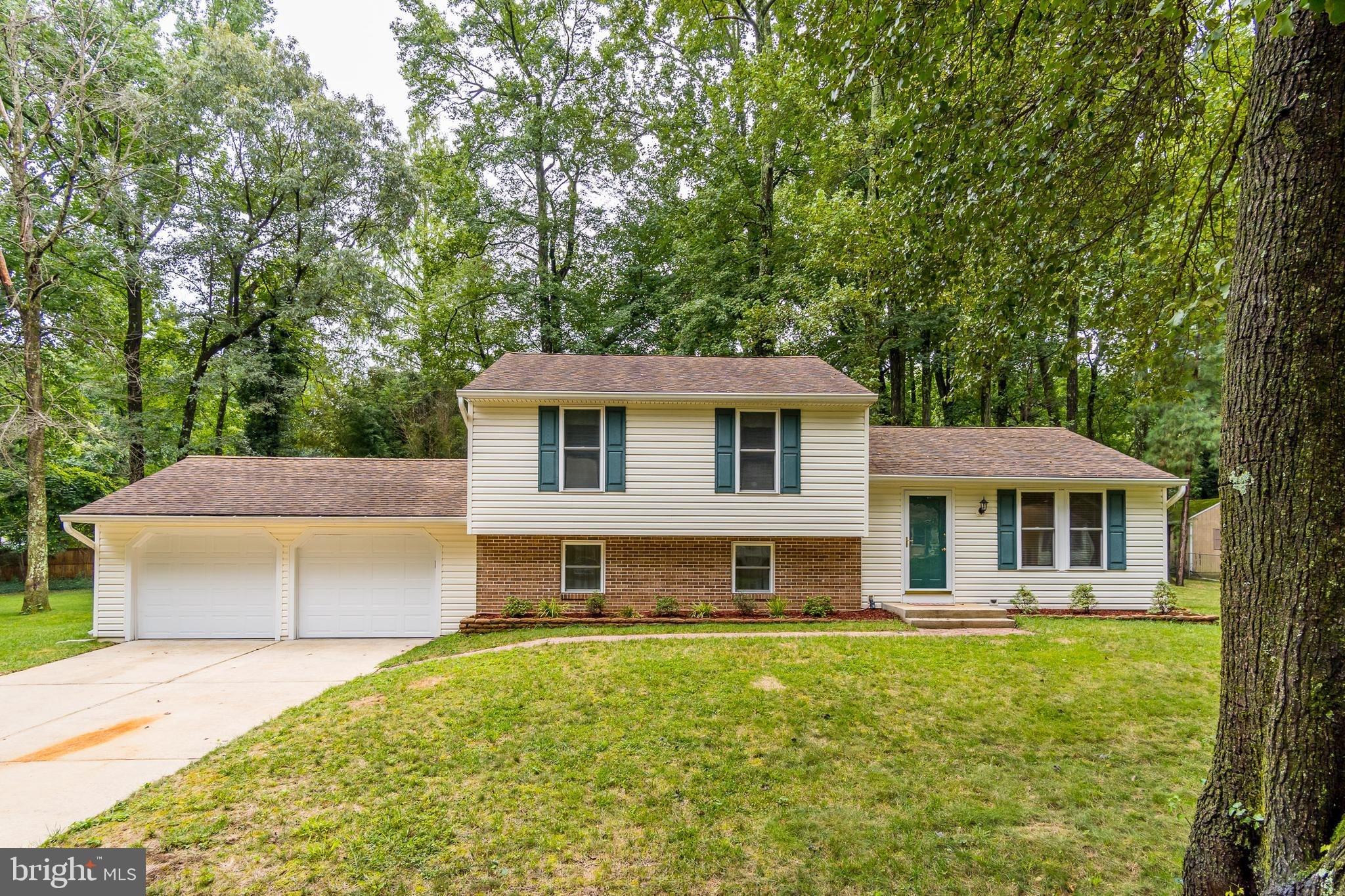 This is a beautiful 4 level split home offering 3 large bedrooms, 2.5 bathrooms, an unfinished basem