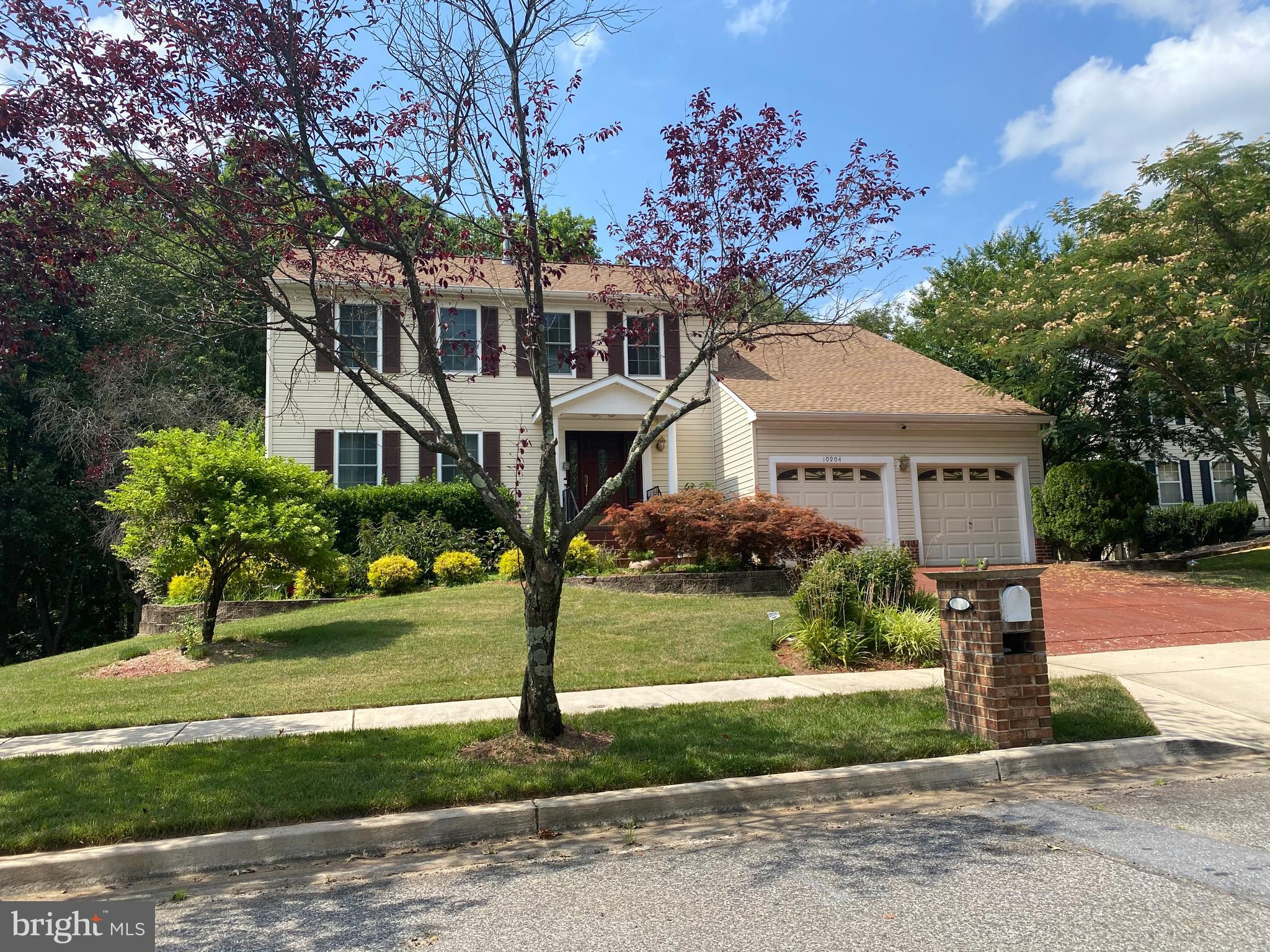 ESTATE SALE!!!Welcome Home!!! This colonial home is a located in a cul de sac.  This home has upgrad