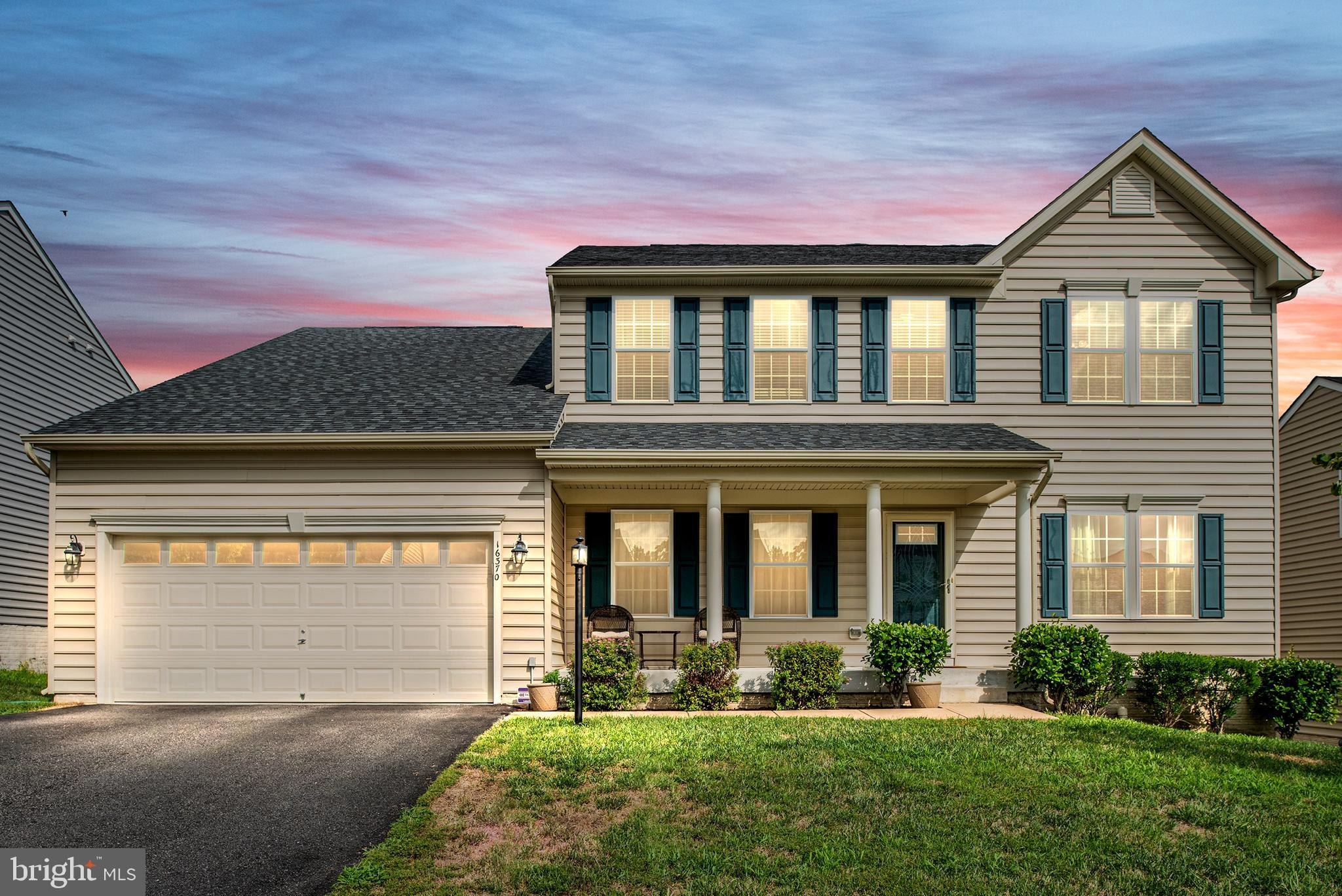 WELCOME HOME! This amazing residence is in the exclusive enclave of luxury homes at Port Potomac. Lo