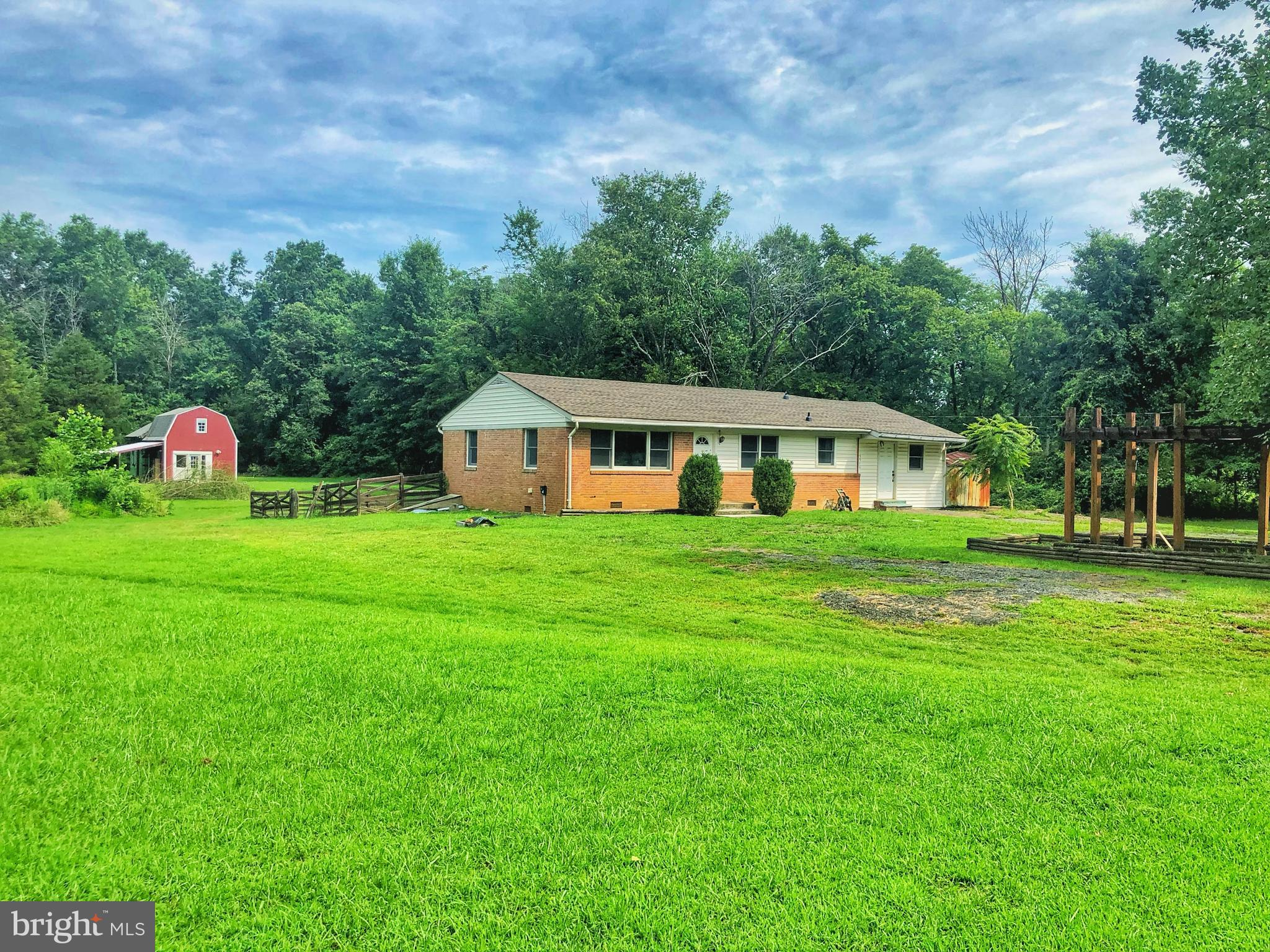 LIVE IN BEAUTIFUL BROAD RUN FARMS W/WATER ACCESS. THIS 3 BEDROOM 2 BATH HOME HAS IT ALL, DECK, PARTL