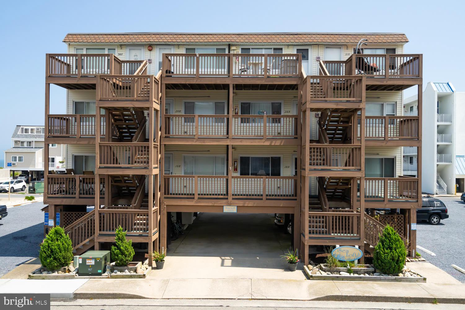 Steps to the Beach...this North Ocean City location is walking distance to Restaurants and close to