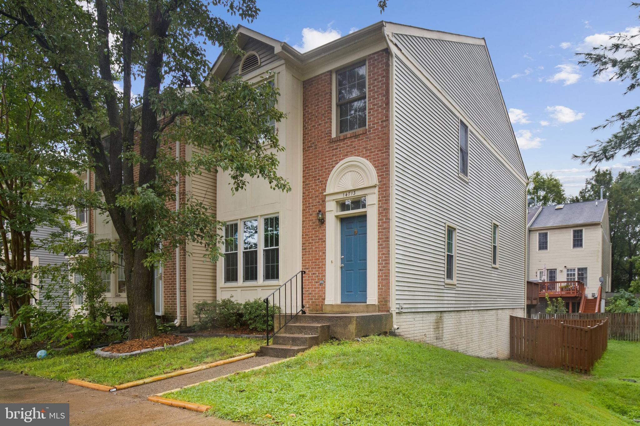 This end-unit townhome is ready for you to move into right now! This 3 level townhome in Centerville