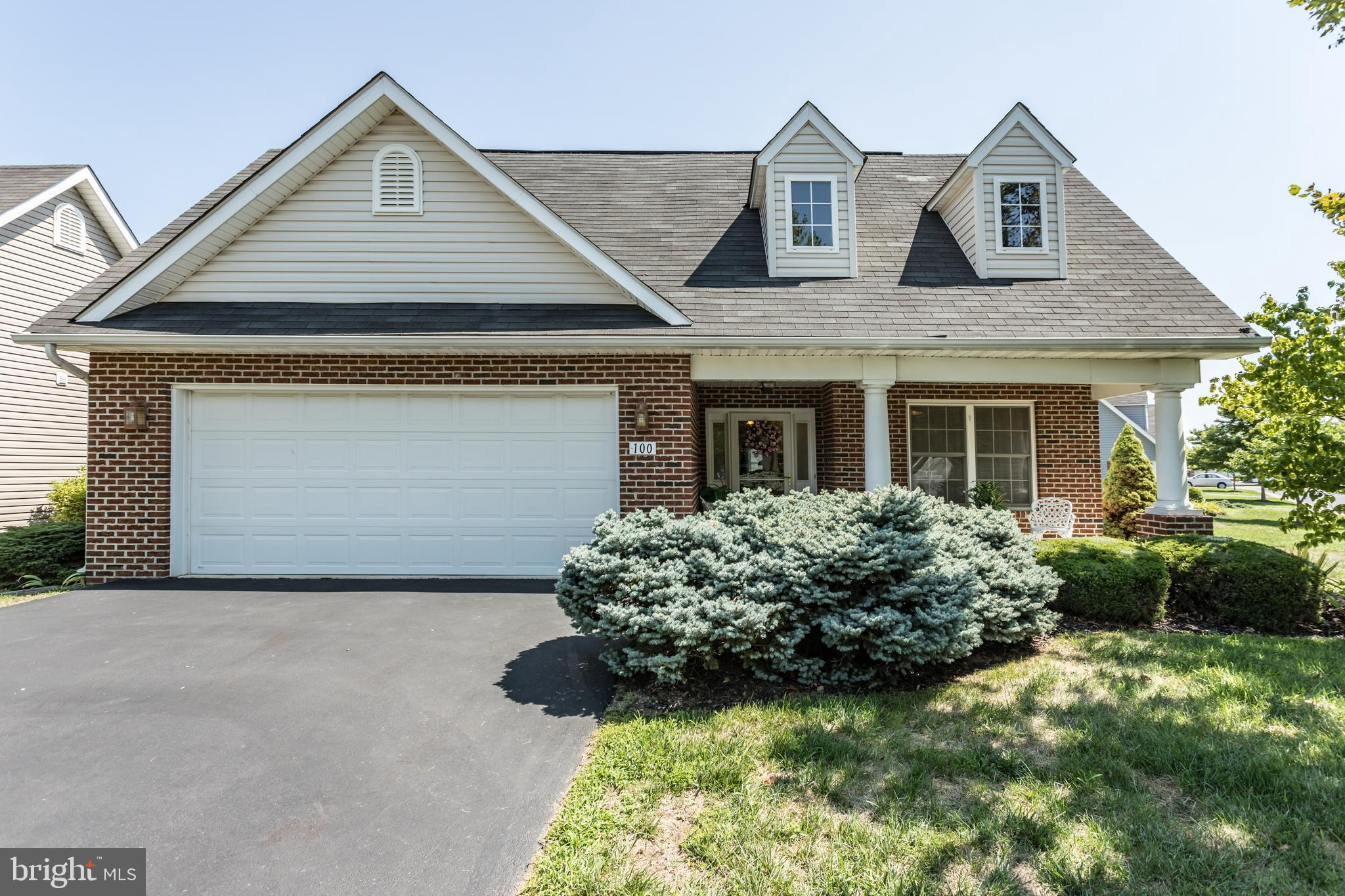 Charming 1 owner home in Cross Creek; spacious open  floor plan with over 2300 sf.  with hardwood fl