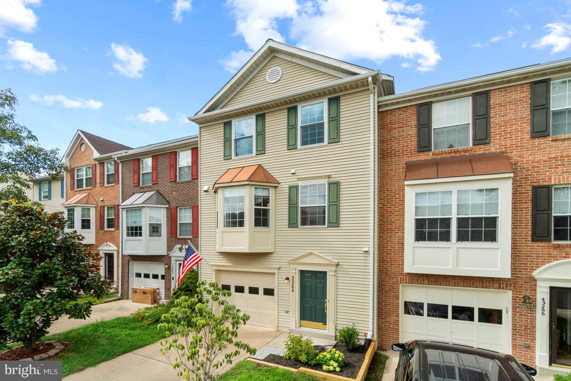 JUST LISTED!!!  This inviting 4BR/4BA townhome in picturesque and highly desirable Ashburn Farm won'