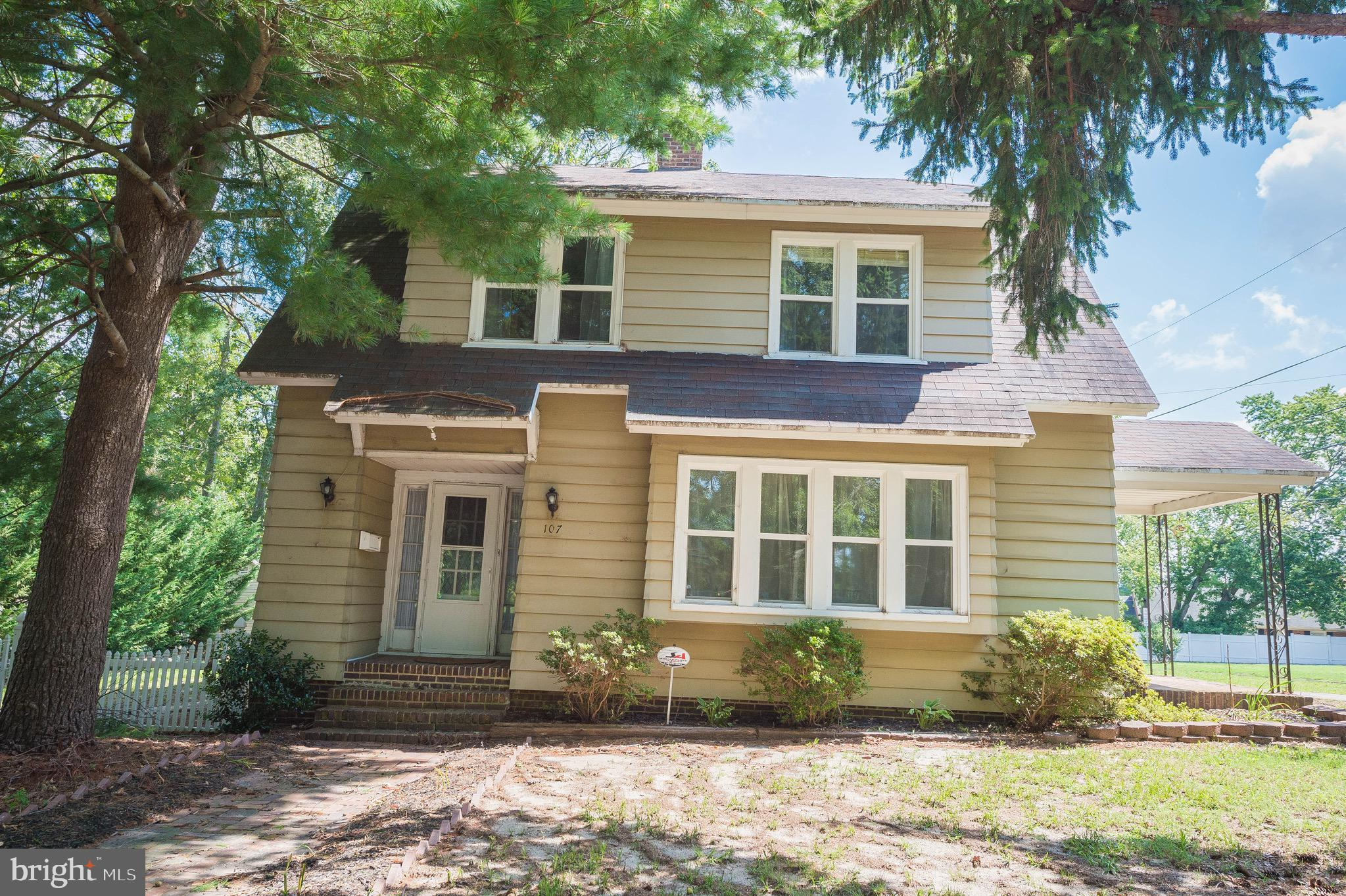 Adorable & Affordable --3-bedroom 1.5 bath colonial home centrally located in the heart of Salisbury