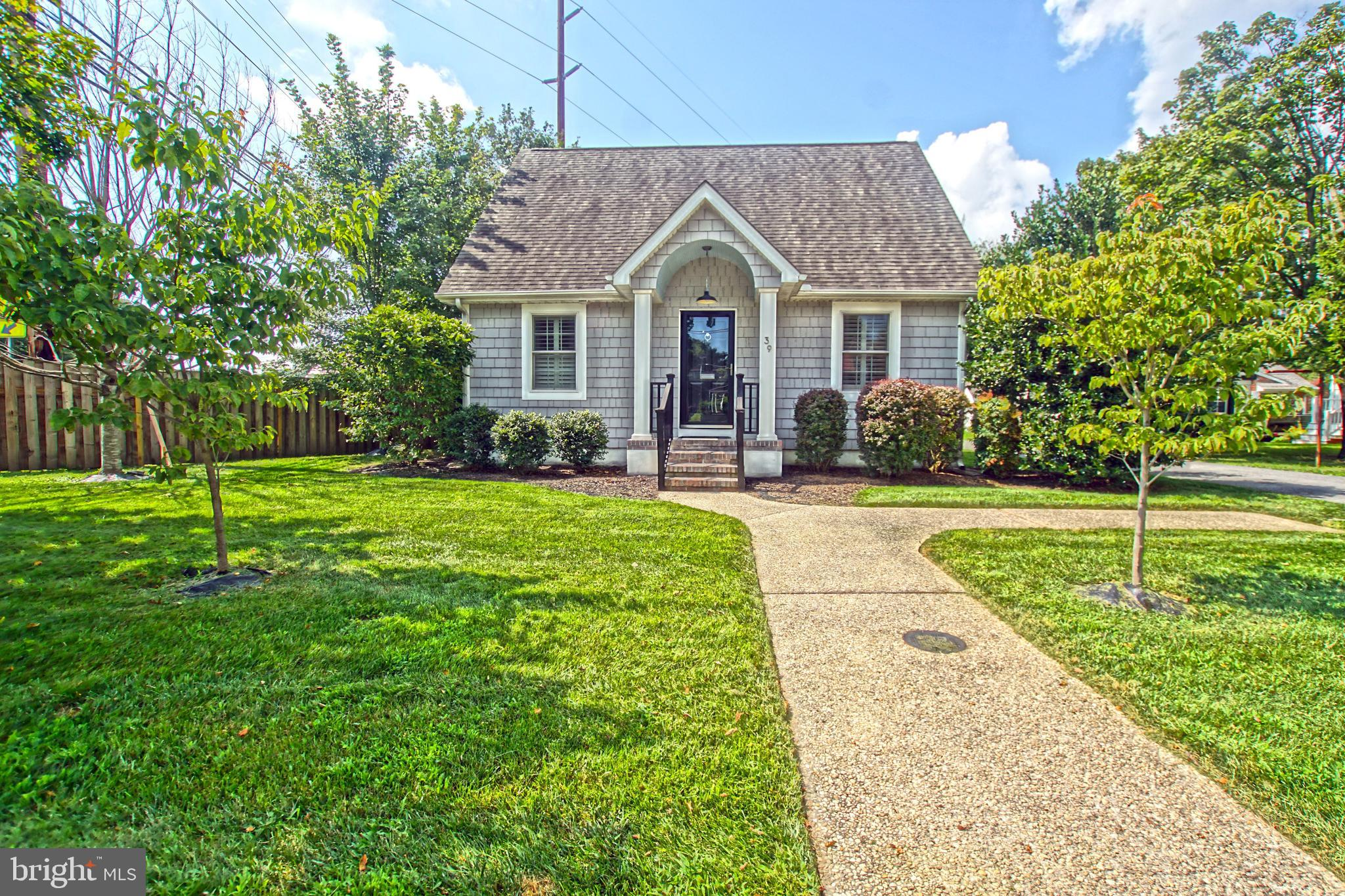 CHARMING DOWNTOWN COTTAGE!  Walk to all things Lewes and bike to the beach via the bike trail from t