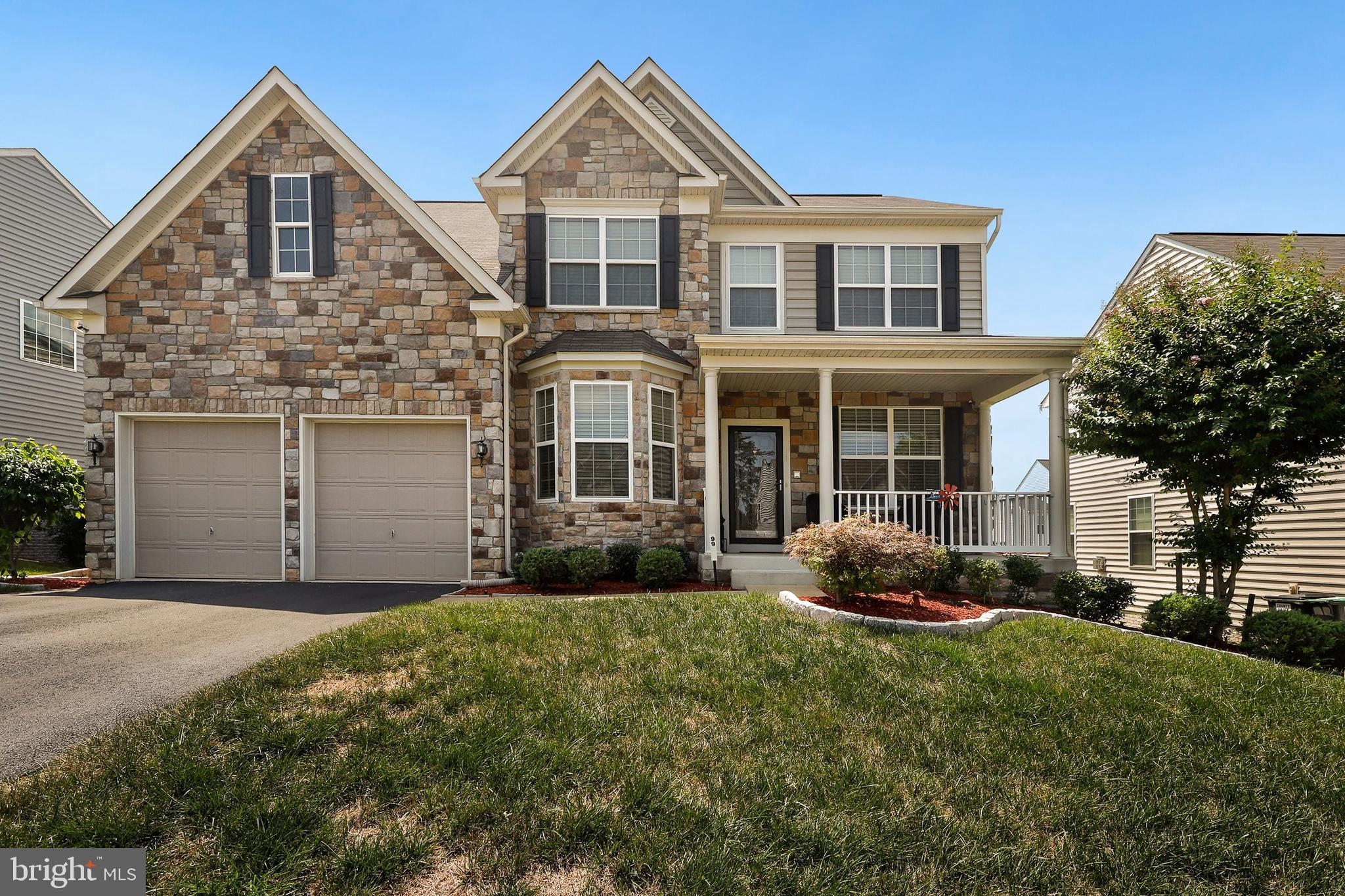 Welcome to 99 Sanctuary Lane and this is the one that you have been waiting for! One owner home with