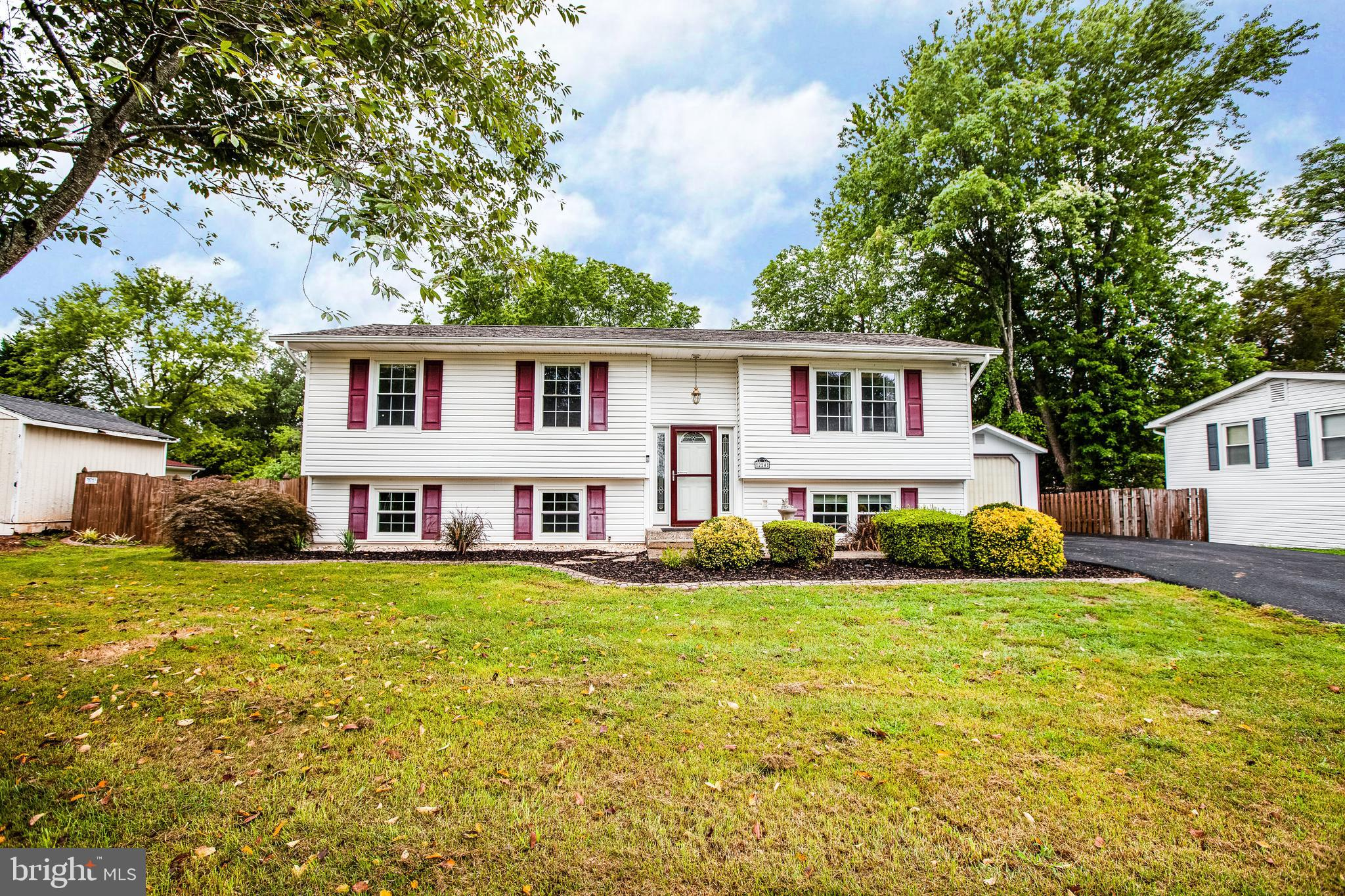 Great location in north Stafford just off Garrisonville Rd.  Quiet sanctuary neighborhood, but conve
