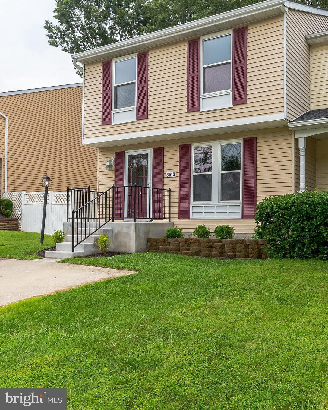 INVITING END OF GROUP TOWNHOME (SEMI-DETACHED) LOCATED IN PRIVATE CUL-DE-SAC SETTING BACKING TO TREE