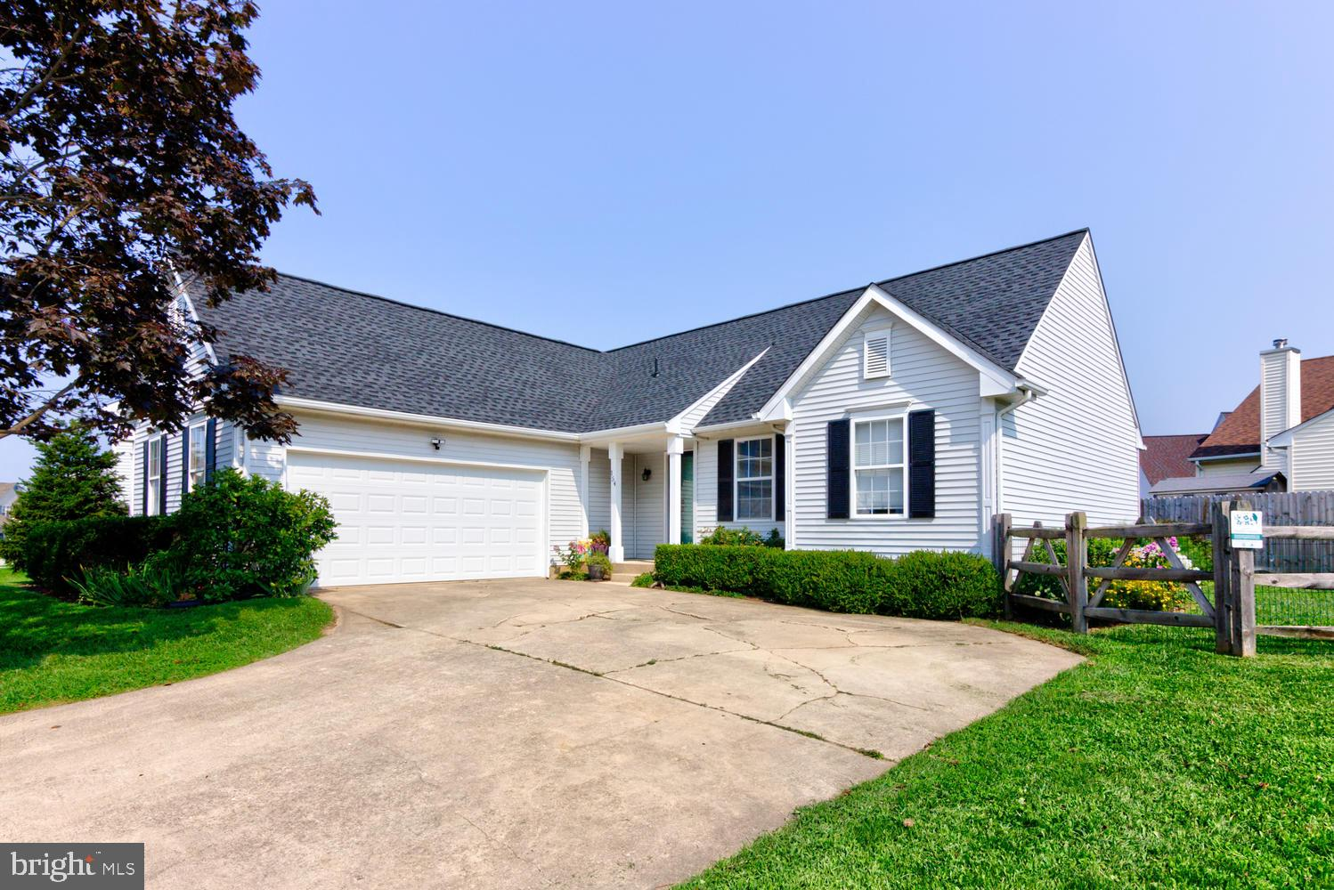 NOW AVAILABLE IN RUTLEDGE!  RARELY AVAILABLE RANCH STYLE HOME WITH FINISHED BASEMENT AND FENCED IN Y