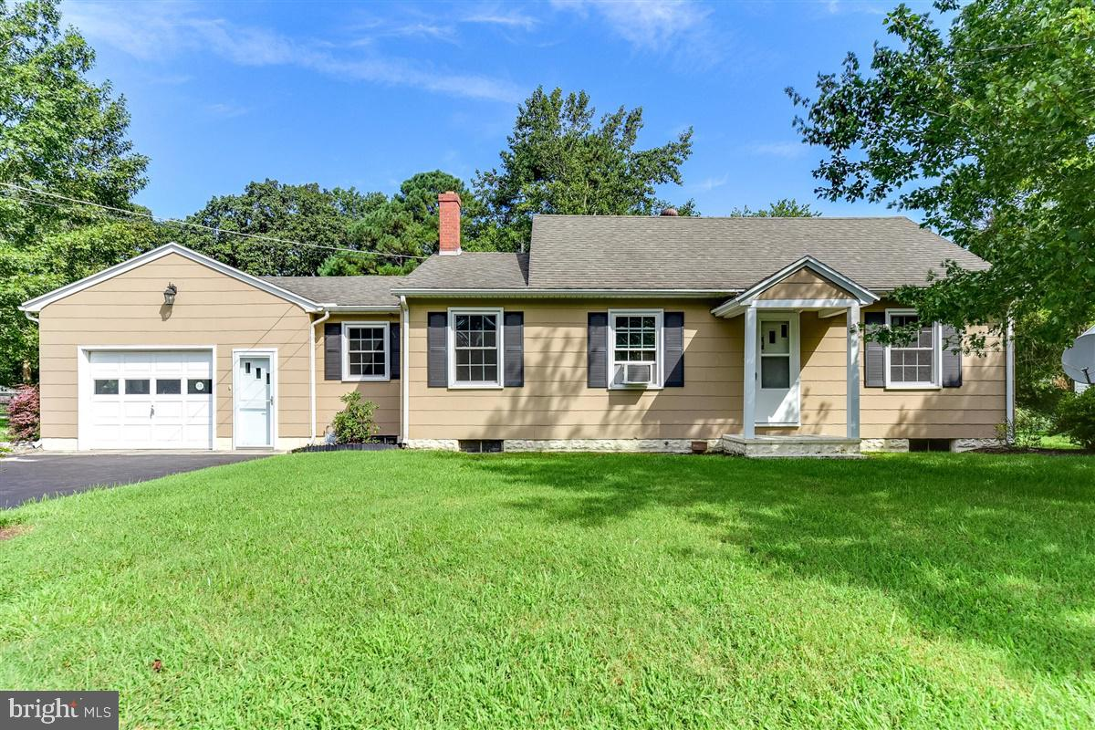 Move-in ready!  This 2 bed, 1 bath home in Northeast Salisbury is conveniently located to everything
