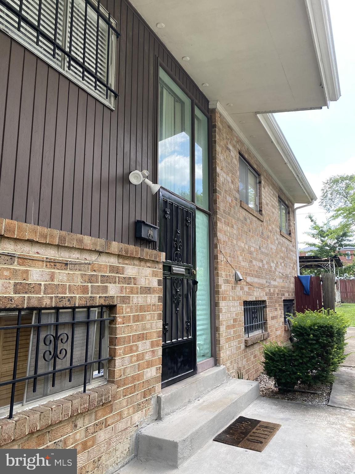 Huge 5 bedroom in the heart of Deanwood!  A lot space that is waiting for a new owner. Great location, close,to  Public transportation and schools. It will not be on the market long!