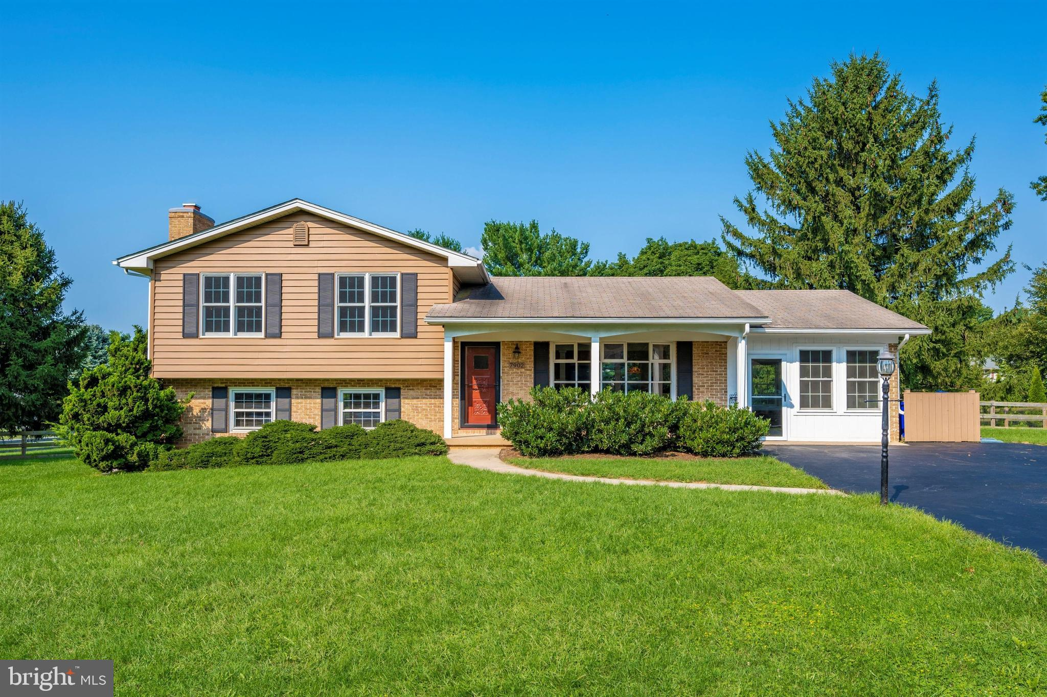 BACK ON THE MARKET! This is your CHANCE. If you missed it the first time, you won't this time! CHIC