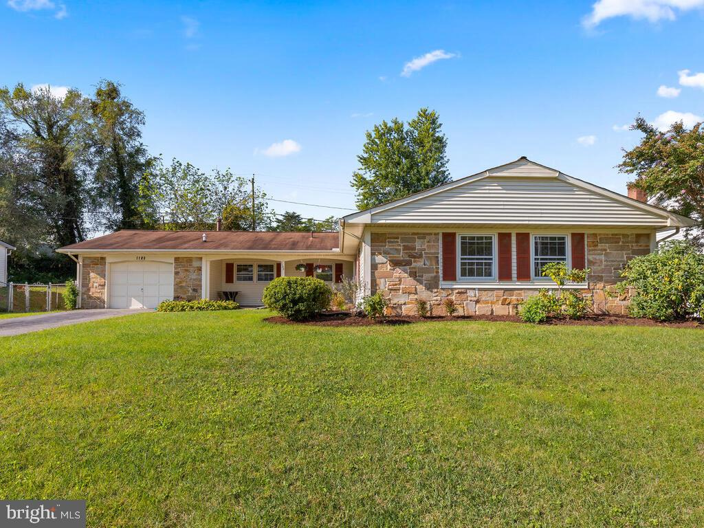 Classic Levitts Rambler with large family room.  Granite counter tops in kitchen and both baths.  Br