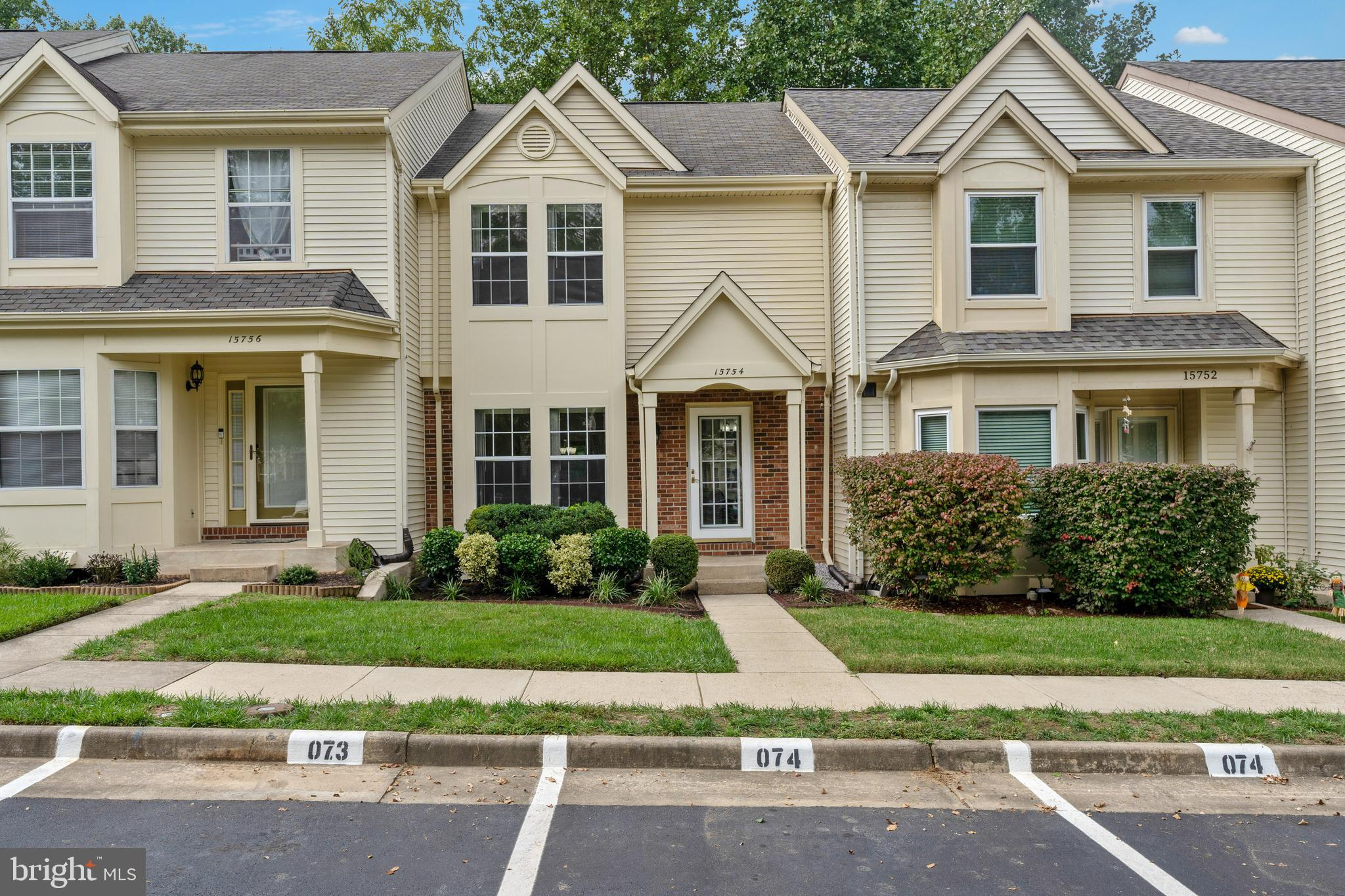 Beautiful 3 Bed 3 1/2 Bath Townhome in the sought after Montclair Community. New Carpet, Fresh Paint