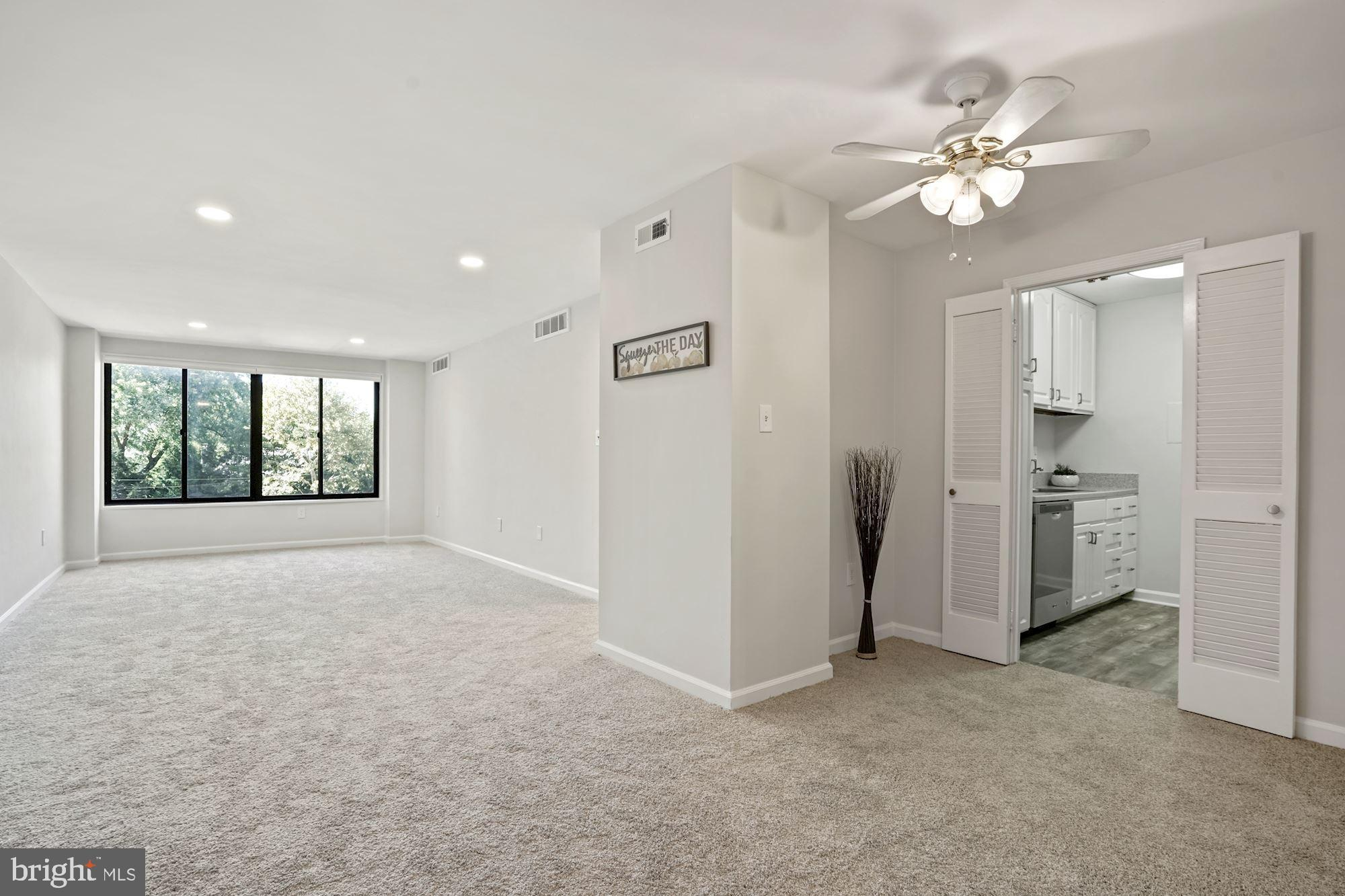 A spacious and cheerful fully updated 1 bedroom 1 bath unit across the street from the National Cath