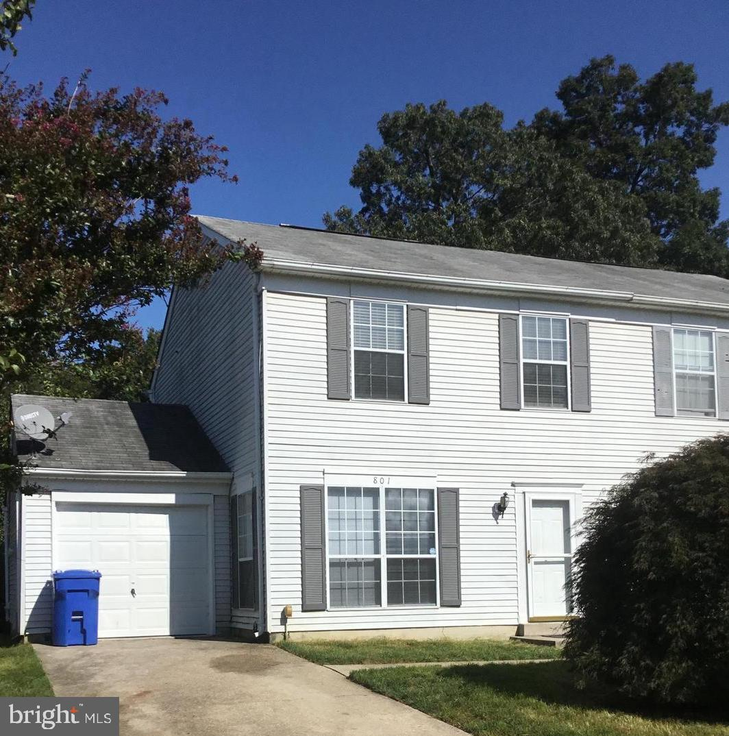 Roomy Duplex with Garage - This adorable 2 bedroom, 1 and 1/2 bath includes large kitchen, separate